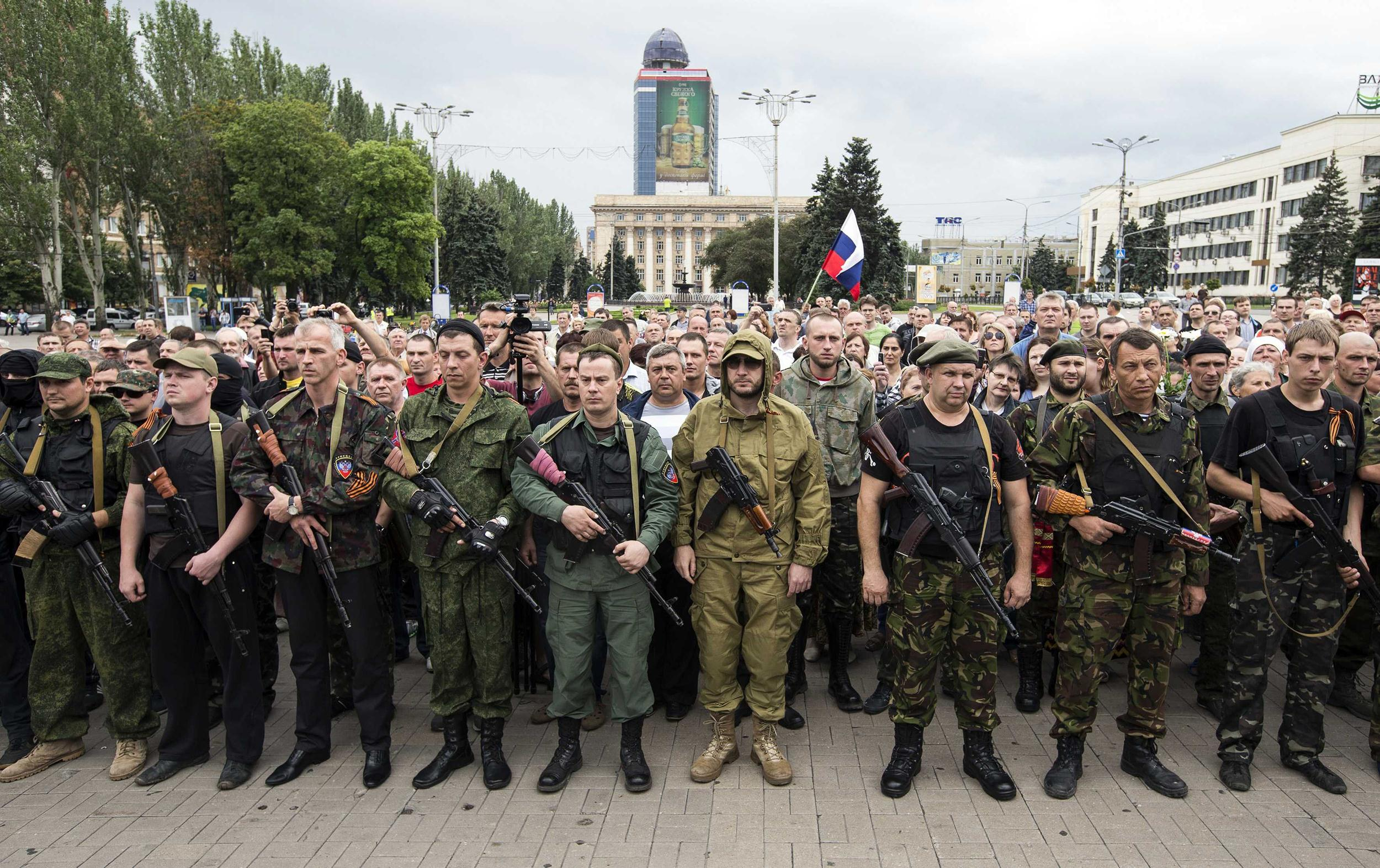Image: Armed pro-Russian separatists of the self-proclaimed Donetsk People's Republic pledge an oath during a ceremony in the city of Donetsk