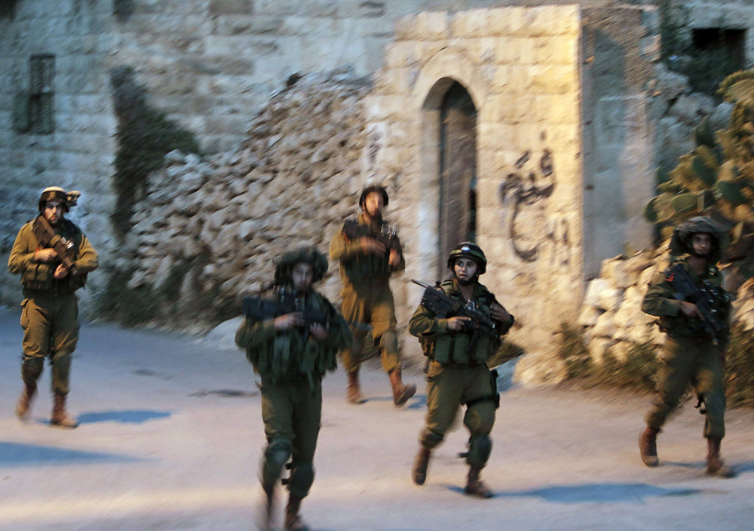 Image: Israeli soldiers take part in a search operation in the West Bank