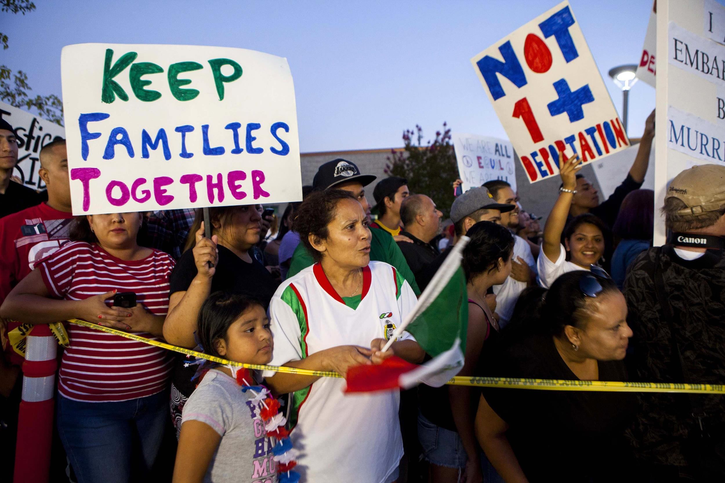 Image: Residents and protestors attend a town hall meeting to discuss the processing of undocumented immigrants in Murrieta, California
