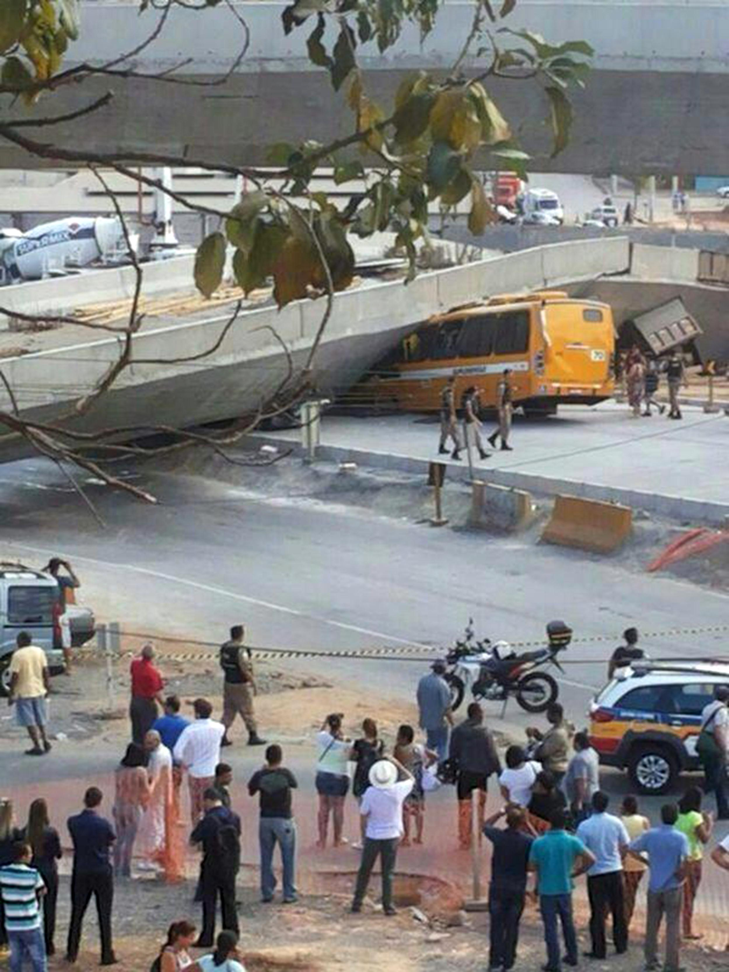 Image: The scene of an overpass collapse in the Brazilian World Cup host coty Belo Horizonte