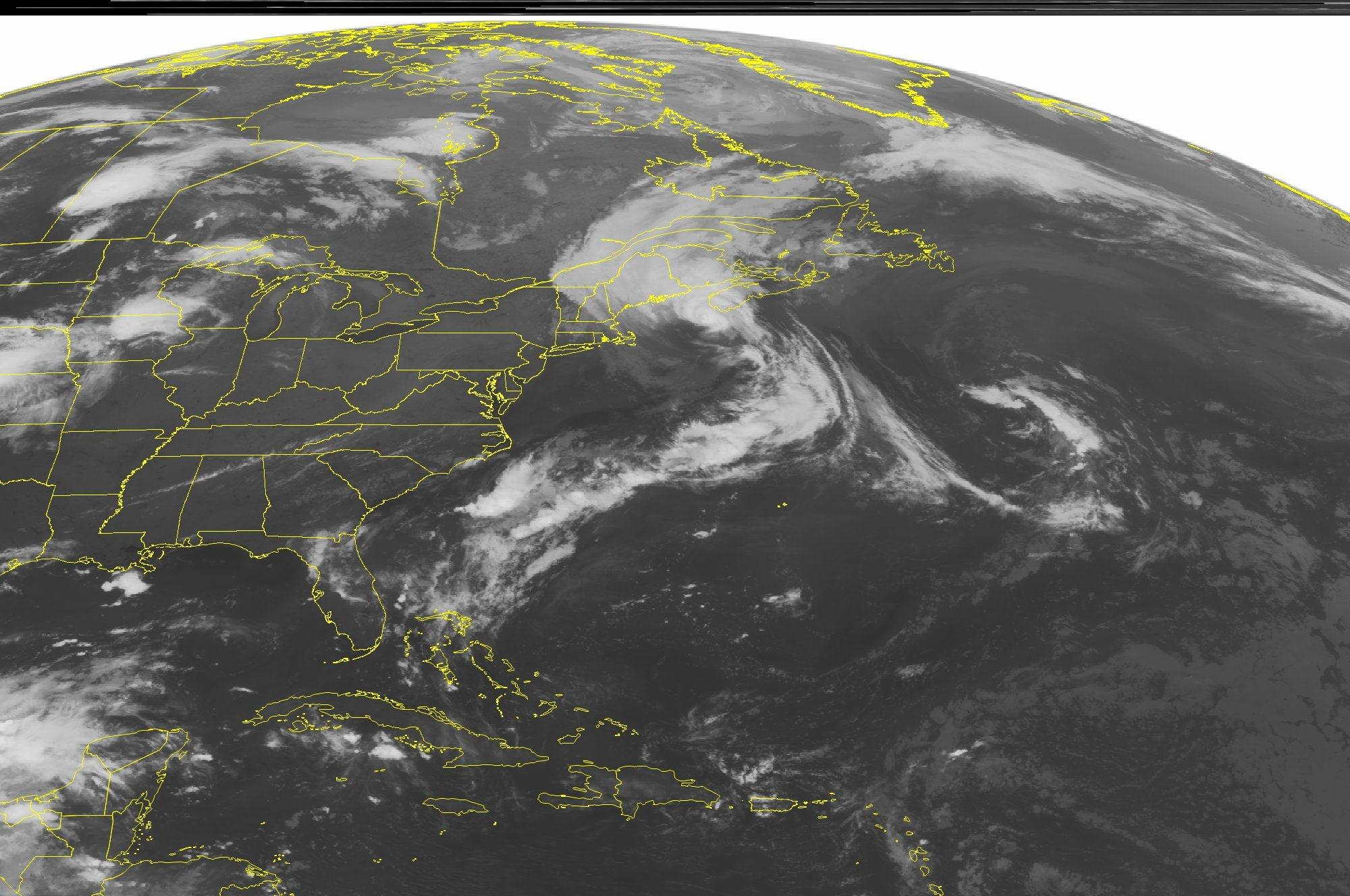 Image: NOAA satellite image shows weaker Arthur