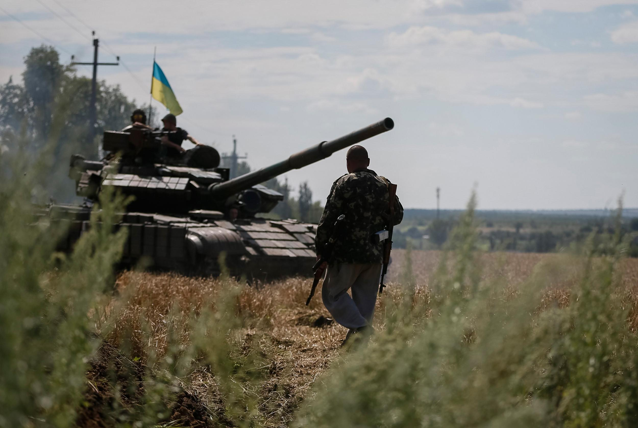 Image: A Ukrainian tank is seen at a position near Konstantinovka