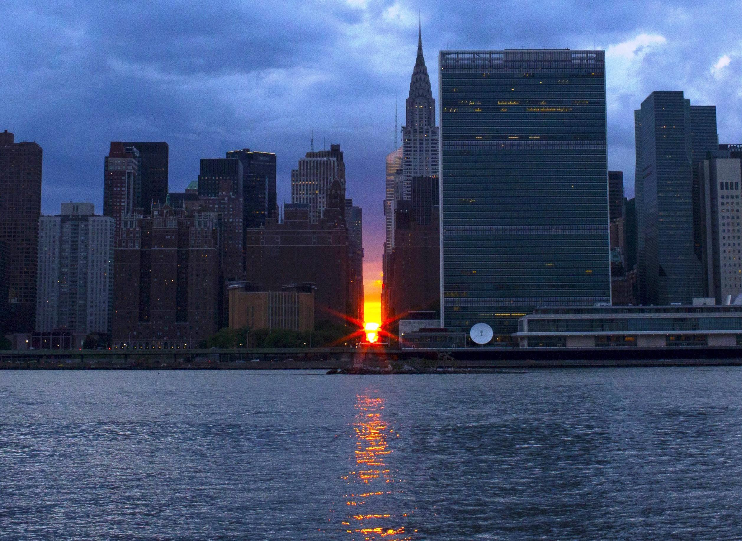 Image: May Manhattanhenge