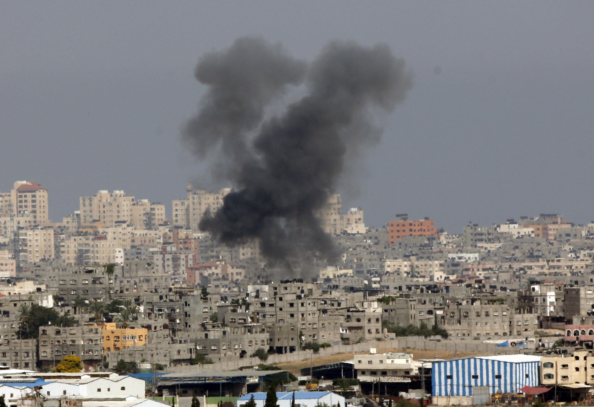 Air strikes pound Gaza, death toll tops 120