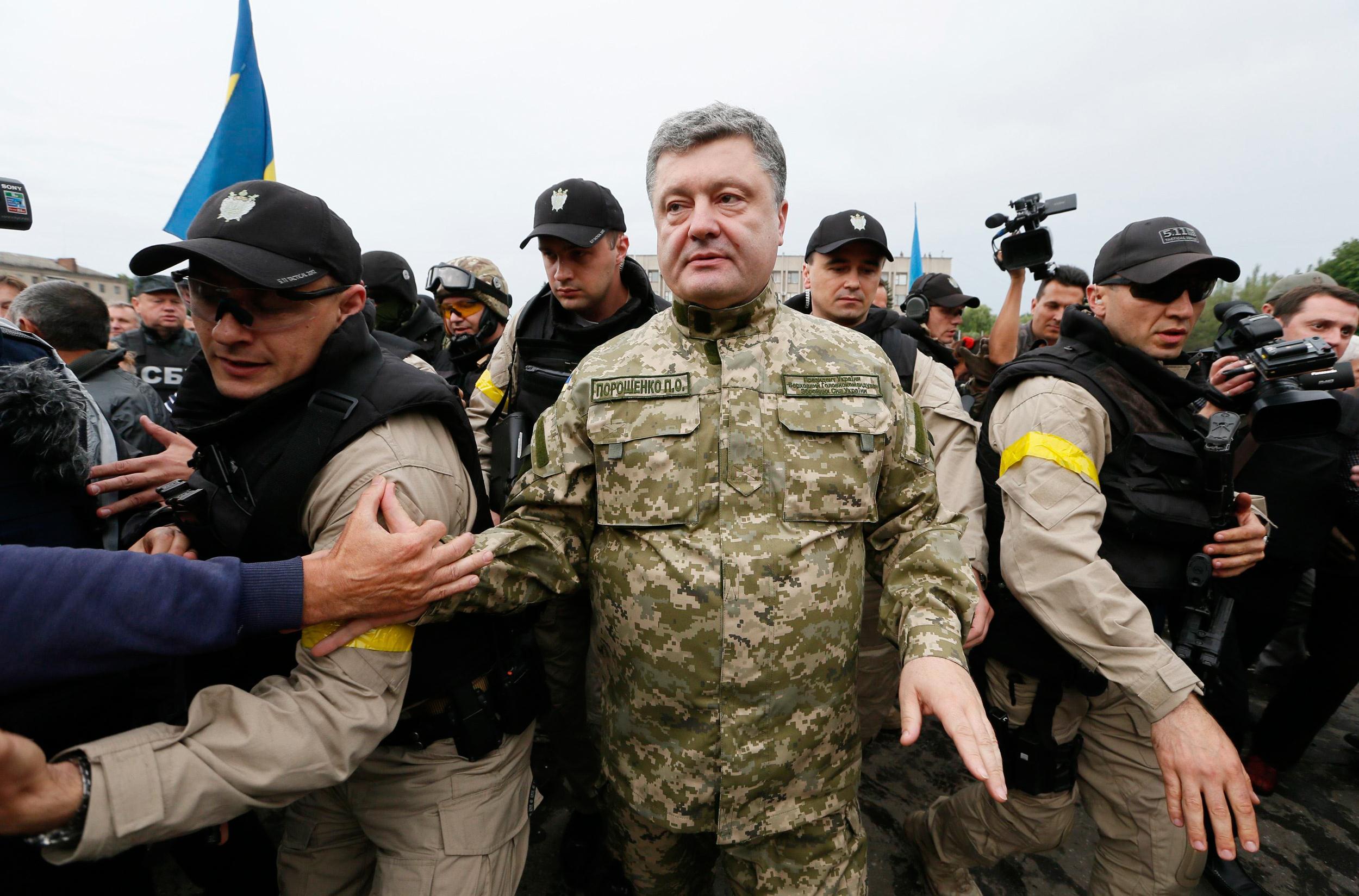 Image: ukrainian president petro poroshenko makes his way during a