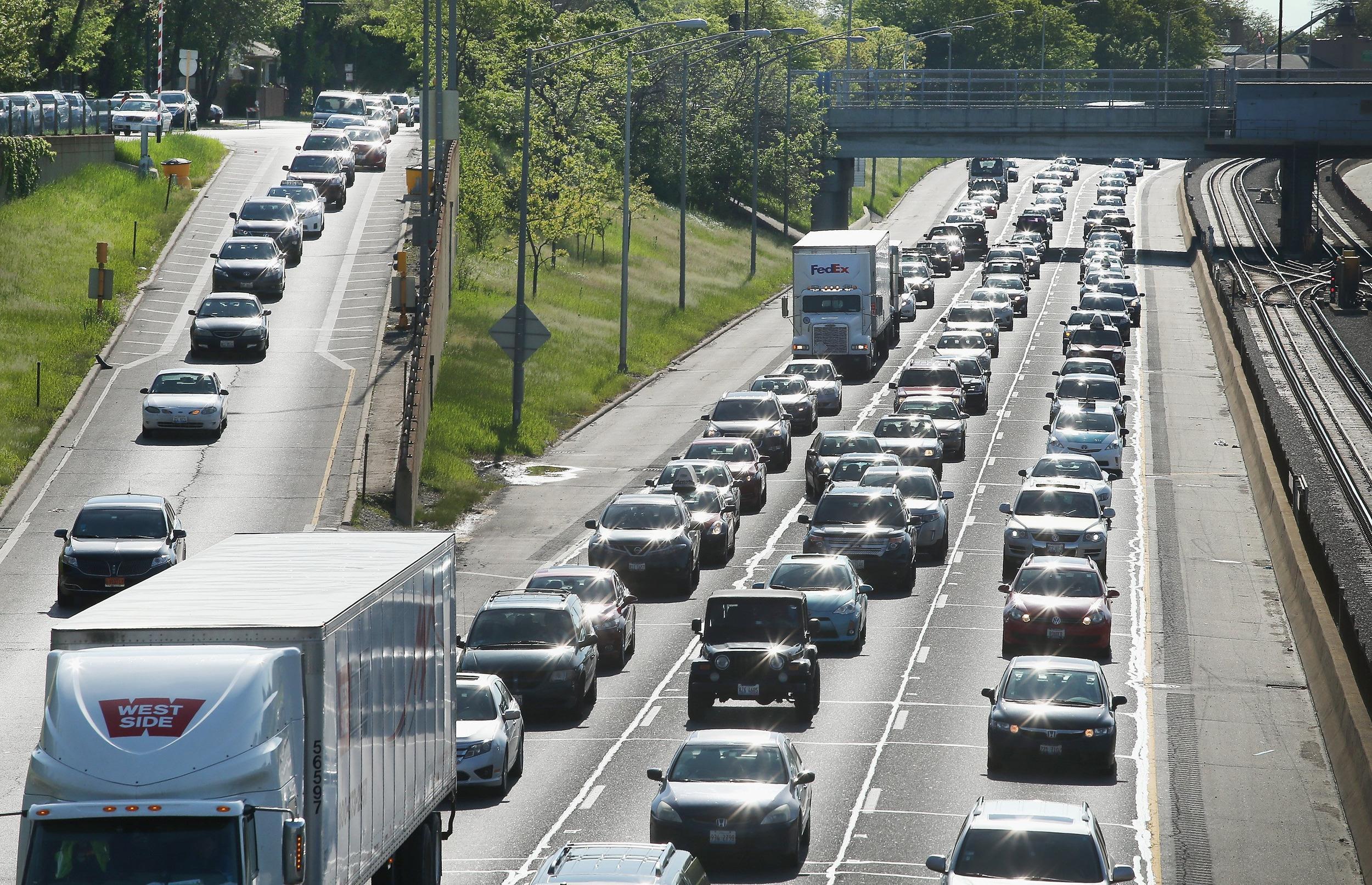 Image: U.S. Skies and Roads Busy Ahead Of Memorial Day Weekend