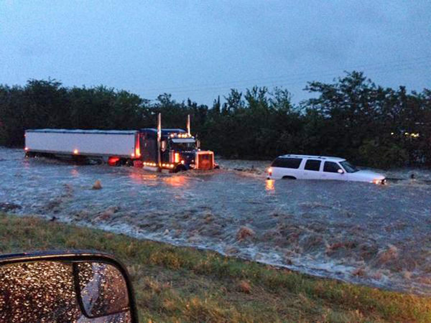 Vehicles stuck in floodwaters on an interstate in north Texas