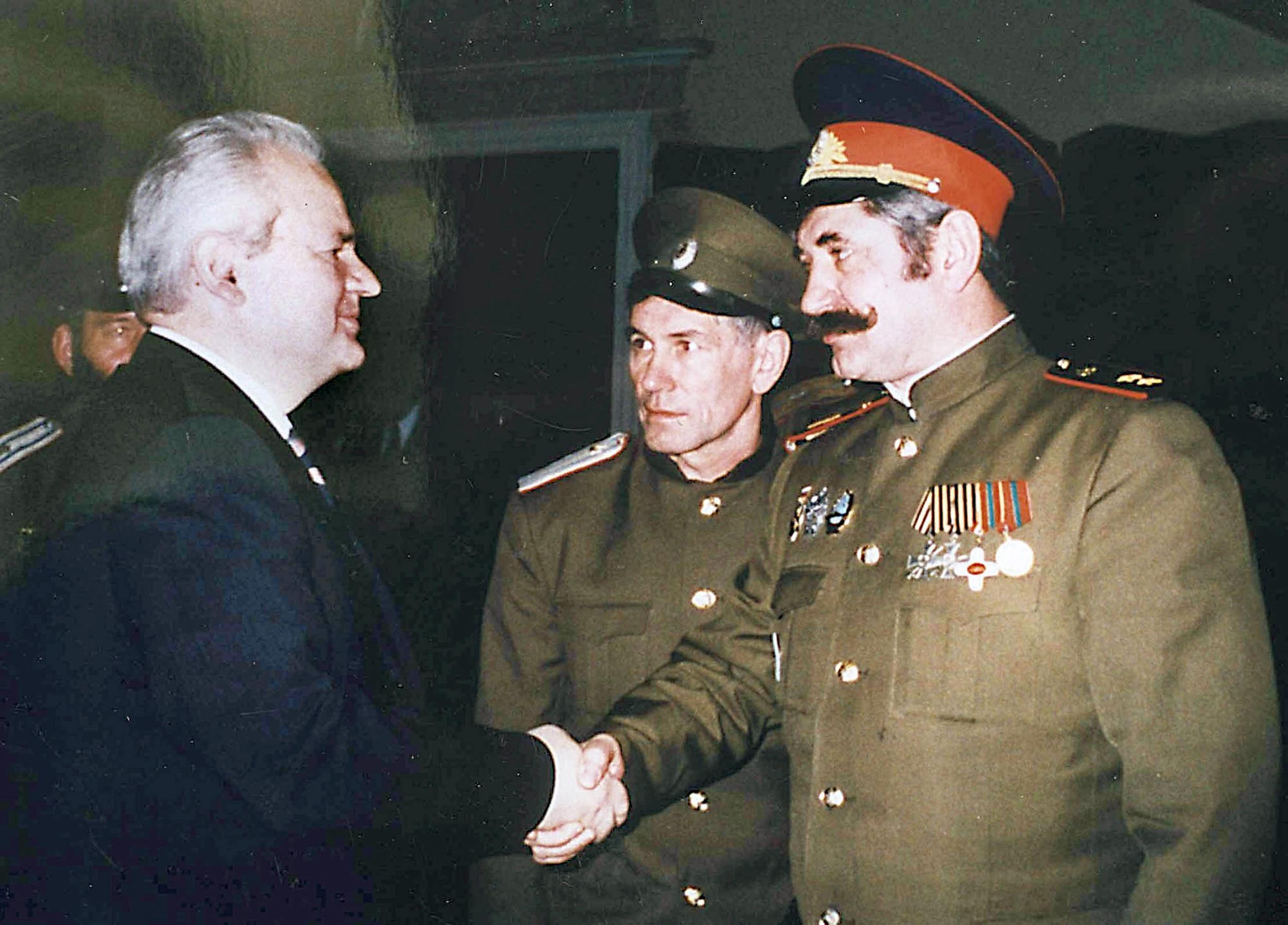 Image: Yugoslav President Slobodan Milosevic shakes hands with Cossack Ataman Nikolai Kozitsyn