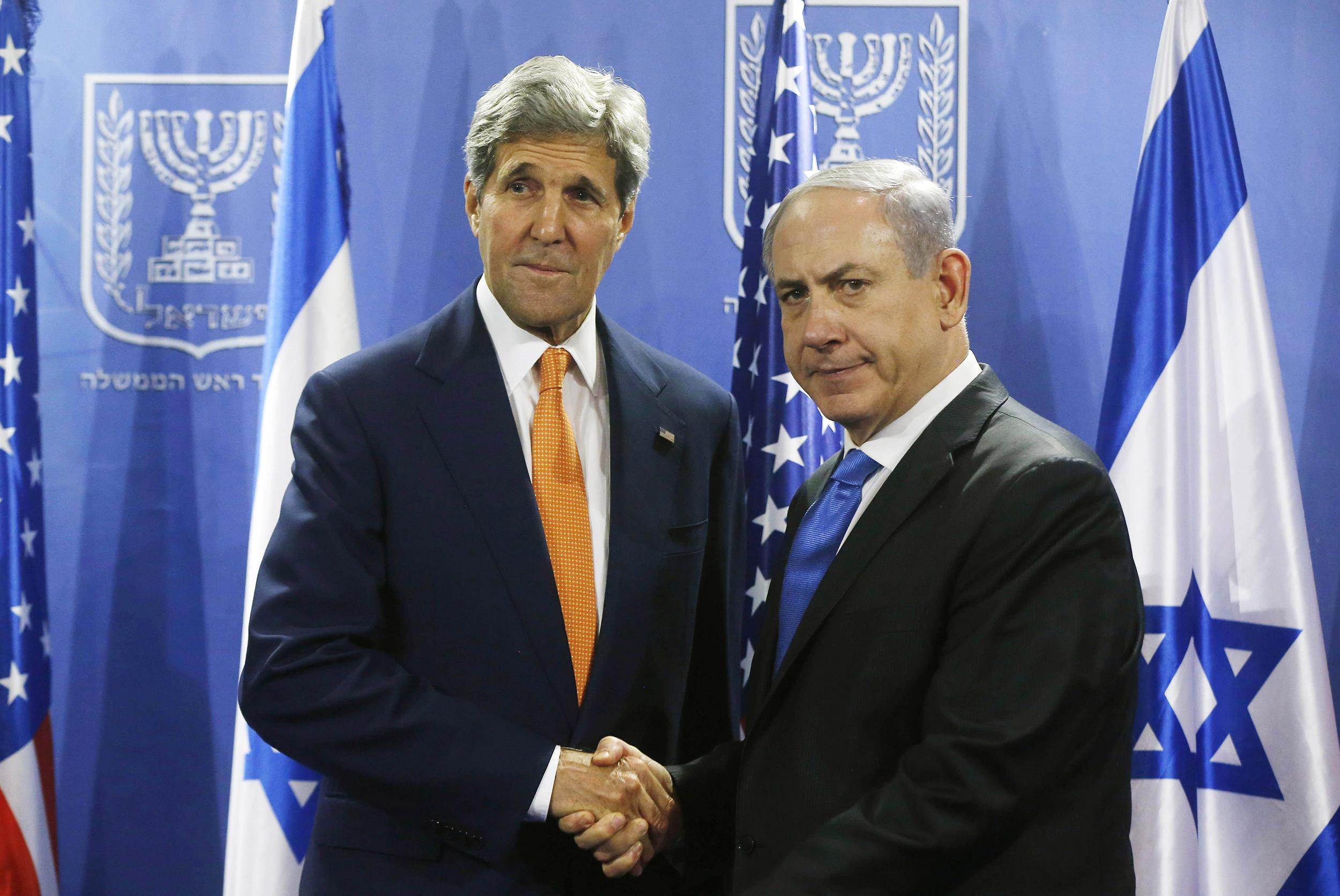 Image: U.S. Secretary of State John Kerry shakes hands with Israeli Prime Minister Benjamin Netanyahu in Tel Aviv
