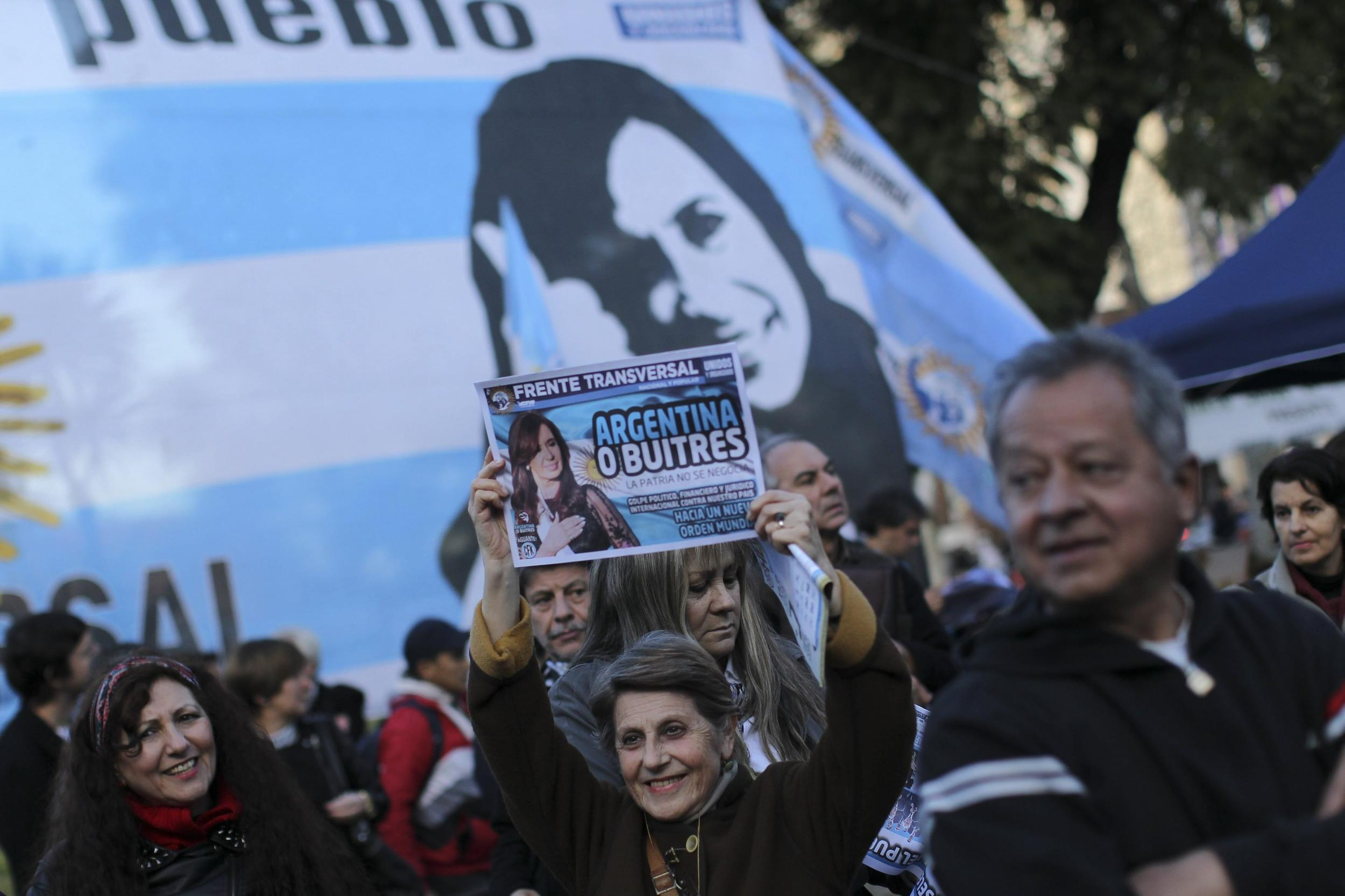 Supporters of Argentinean president Cristina Fernandez de Kirchner protest against hedge funds in Buenos Aires, Argentina, 30 July 2014.