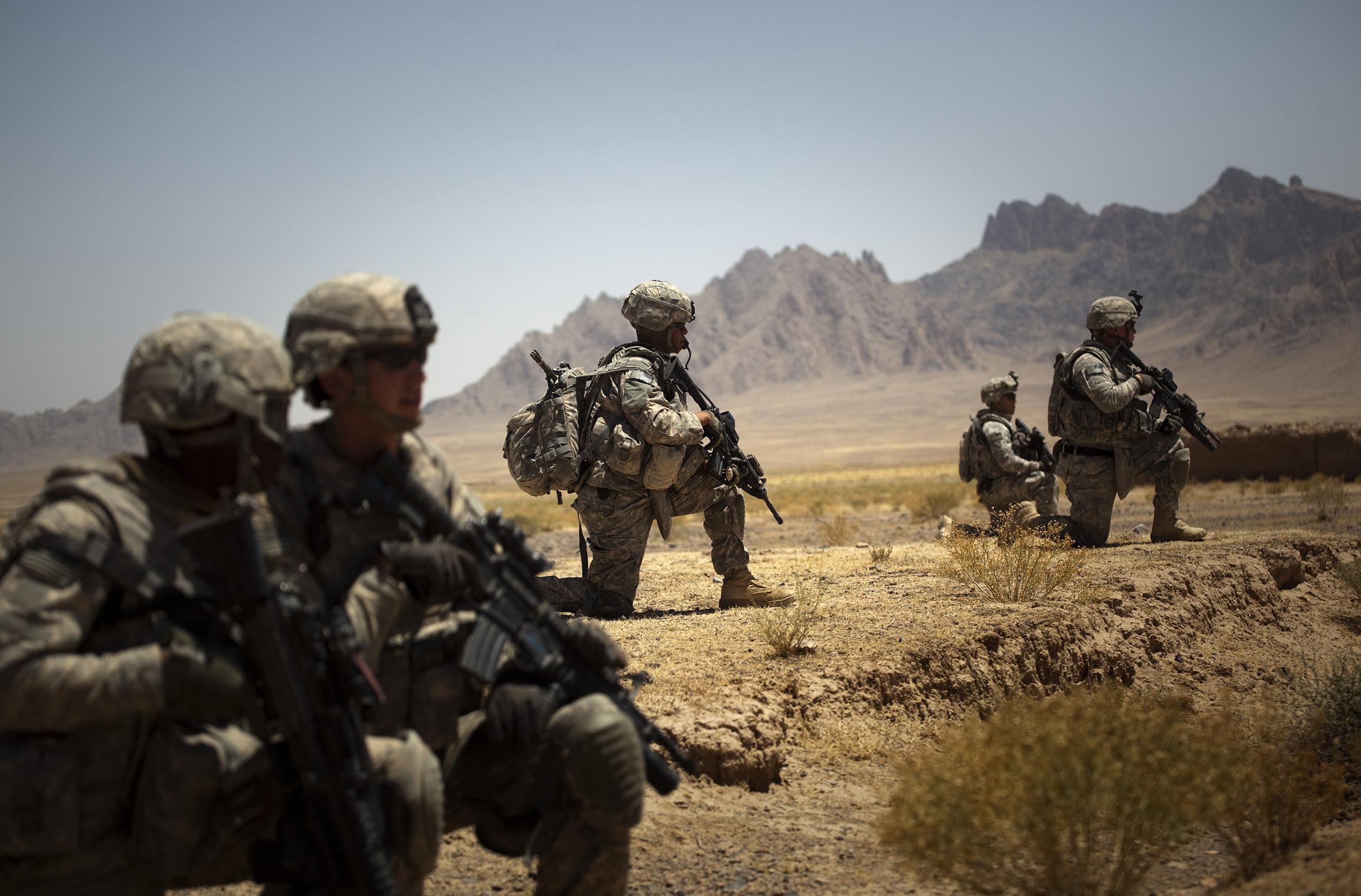 Image: U.S. soldiers from the 5th Striker Brigade take position next to Sari Ghundi village