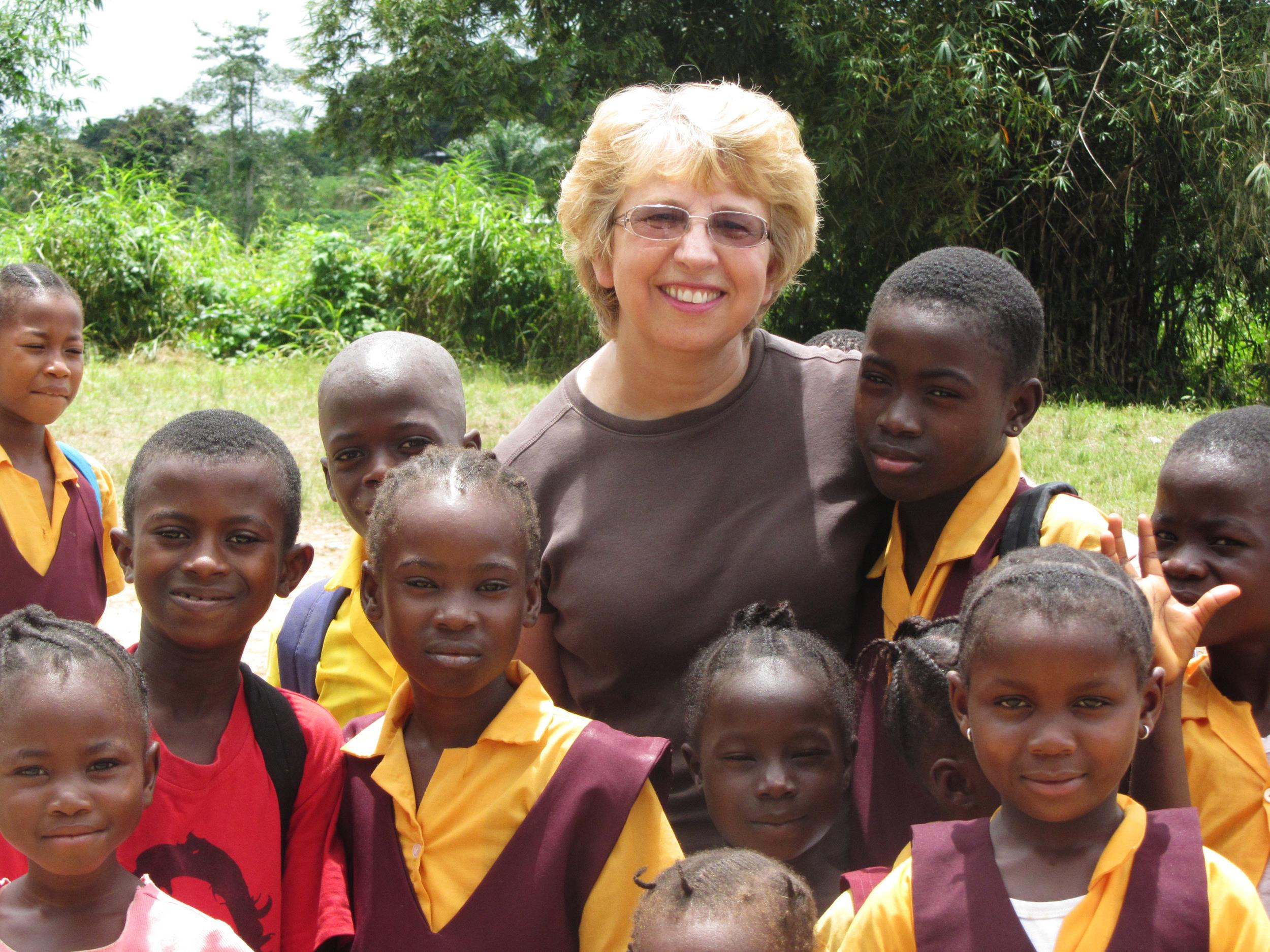 Image: Nancy Writebol with children in Liberia