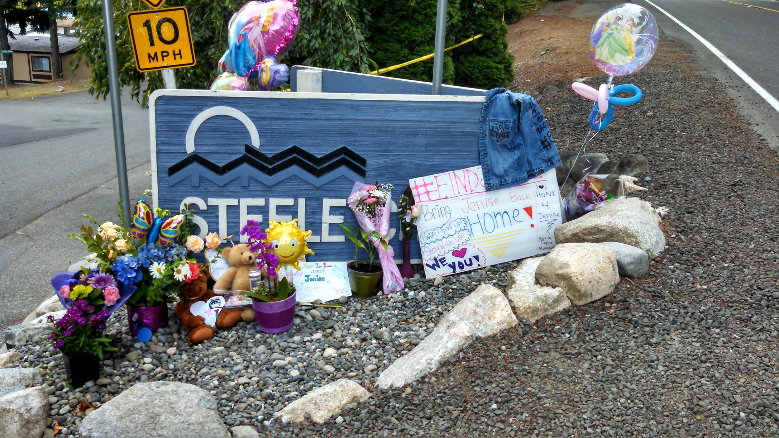 Image: A memorial for Jenise Wright at the entrance to the Steele Creek Mobile Home Park in Bremerton, Wash., where she lived.