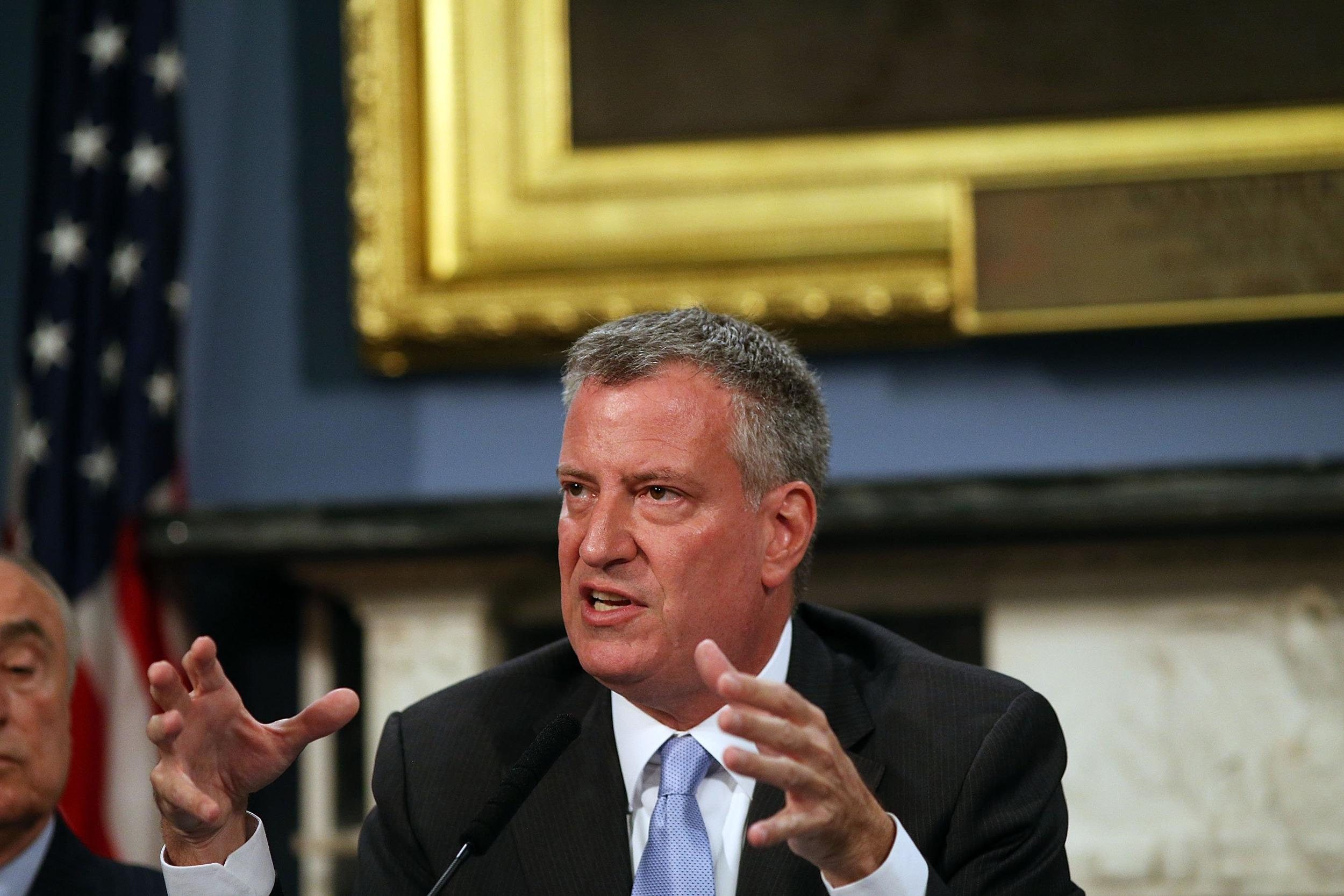 New York City Mayor Bill de Blasio will head a mayors' task force to study the wage gap that is hurting U.S. towns and cities.