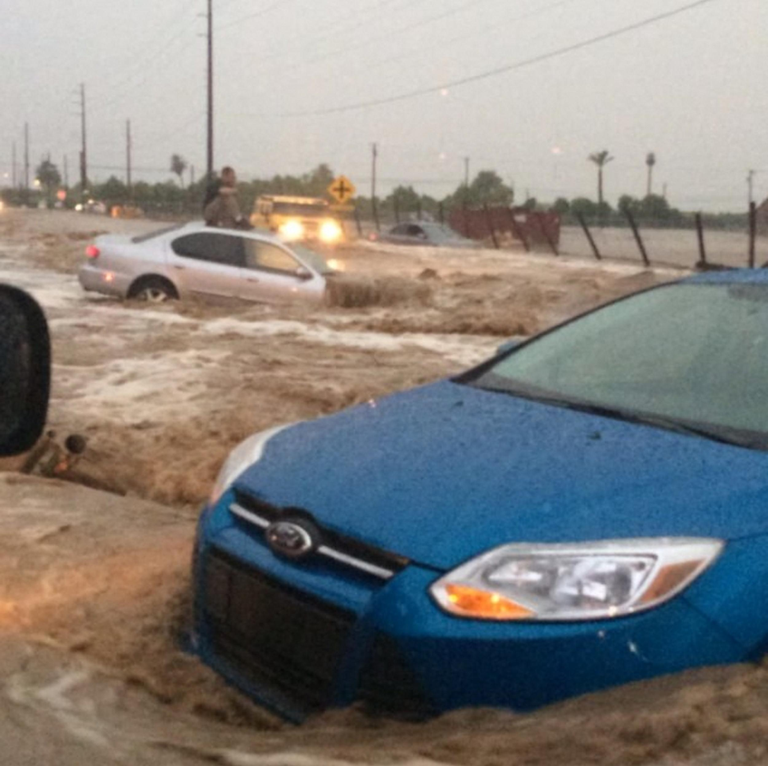 Flash-flooding in Arizona after heavy rainfall turning roads into moving rivers, stranding motorists and flooding several streets.