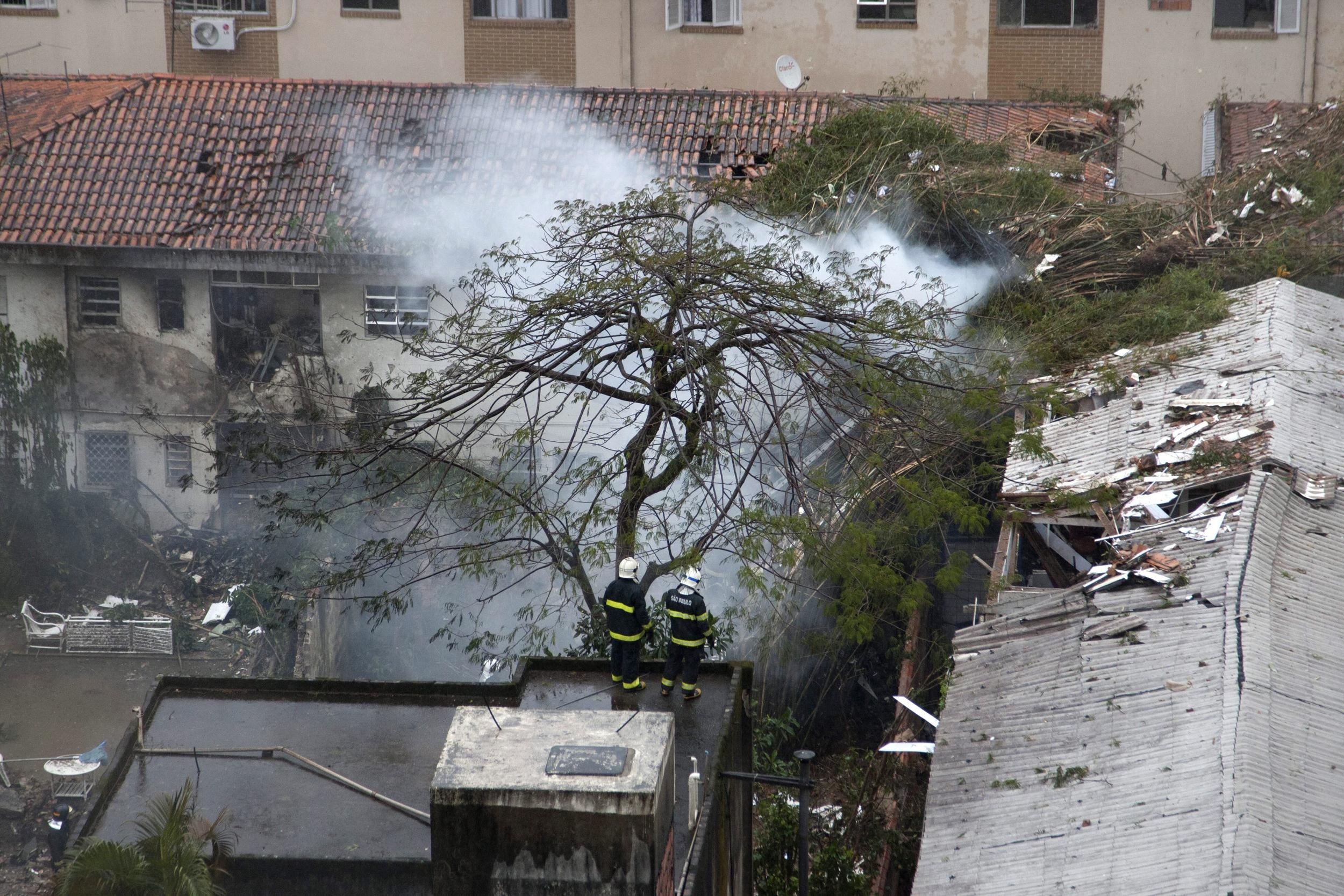 Image: View of damaged buildings where an aircraft crashed, in the residential area Na Rua Vahia de Abreu in Santos