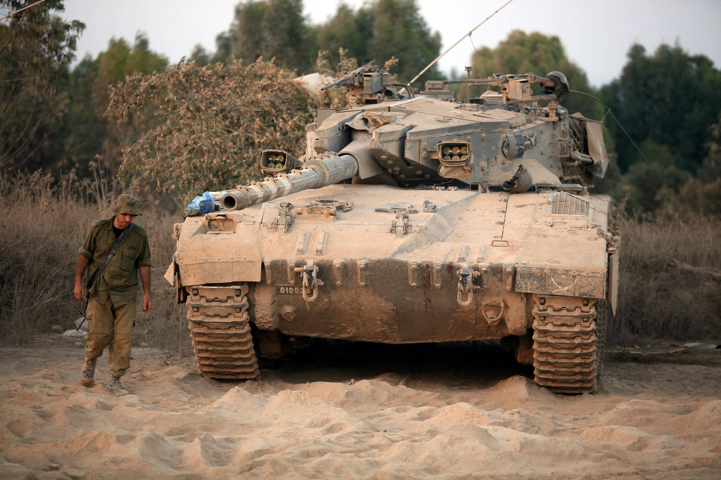 Image: Israel moves more troops to Gaza border before truce expires