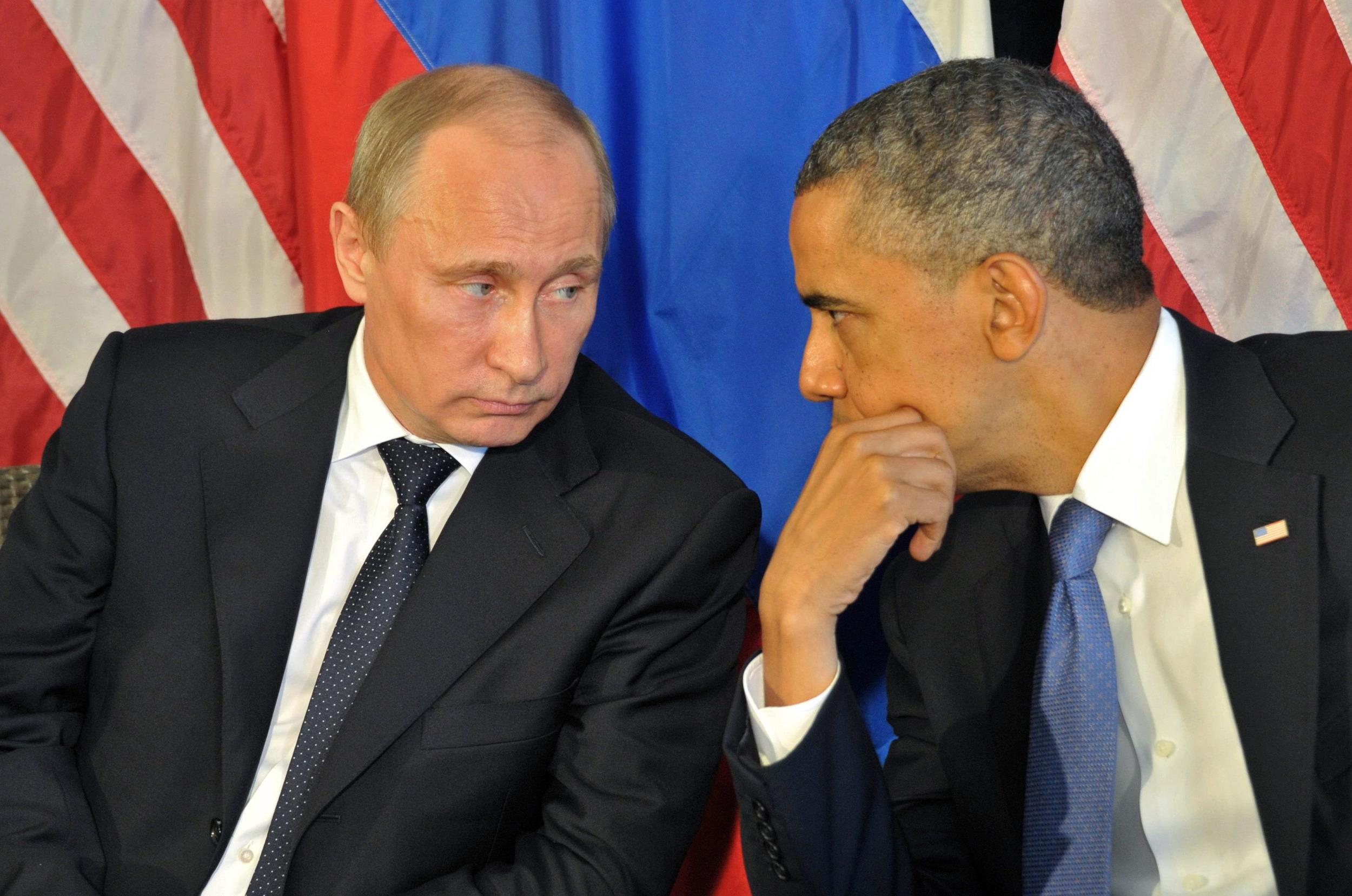 Image: Barack Obama talks to Vladimir Putin on June 18, 2012