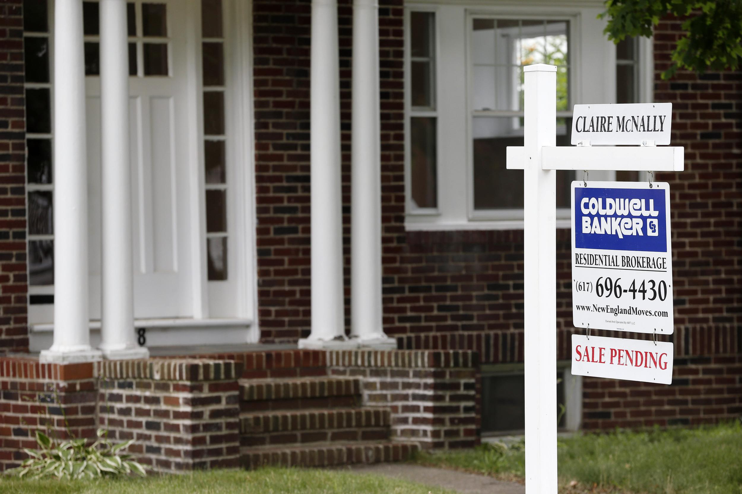 U.S. home buyers signed more contracts to buy existing homes in July, rebounding from a drop in June.