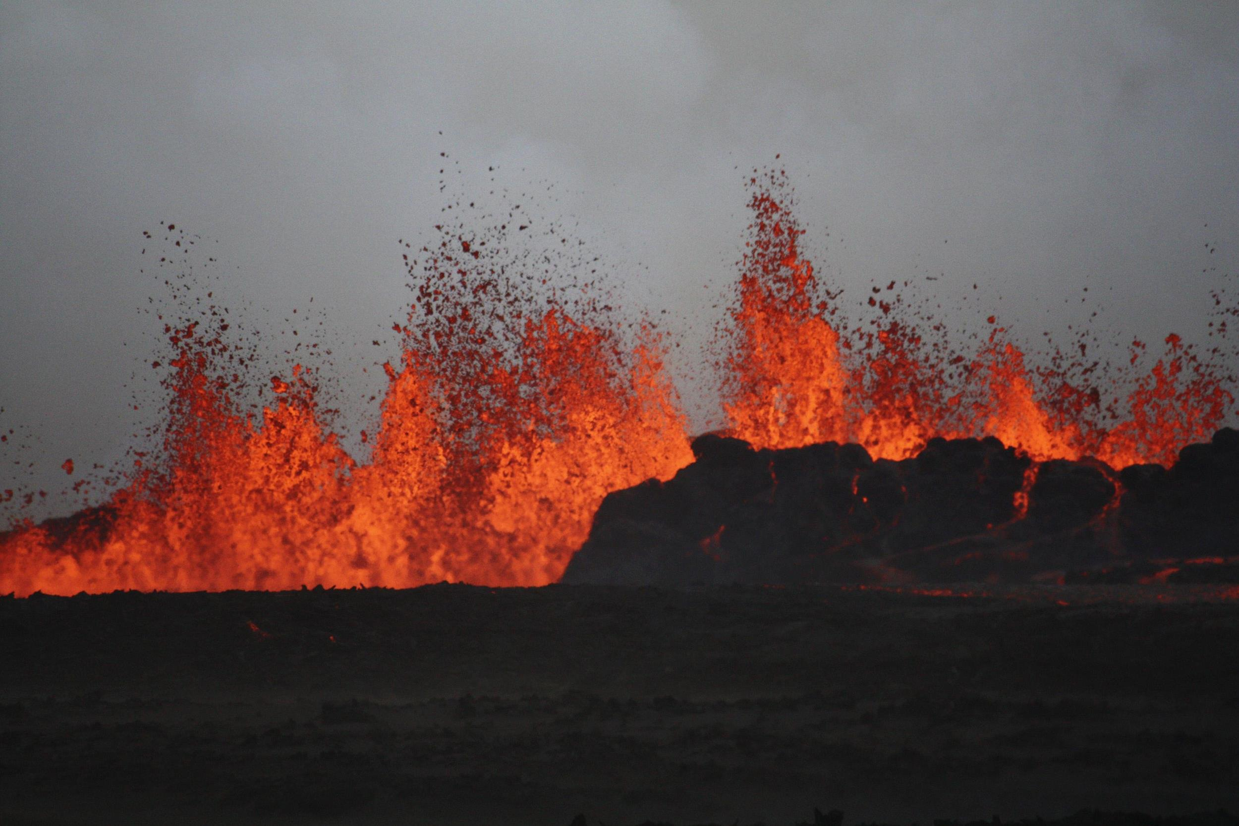 Image: Lava flows on the the ground after the Bardabunga volcano erupted