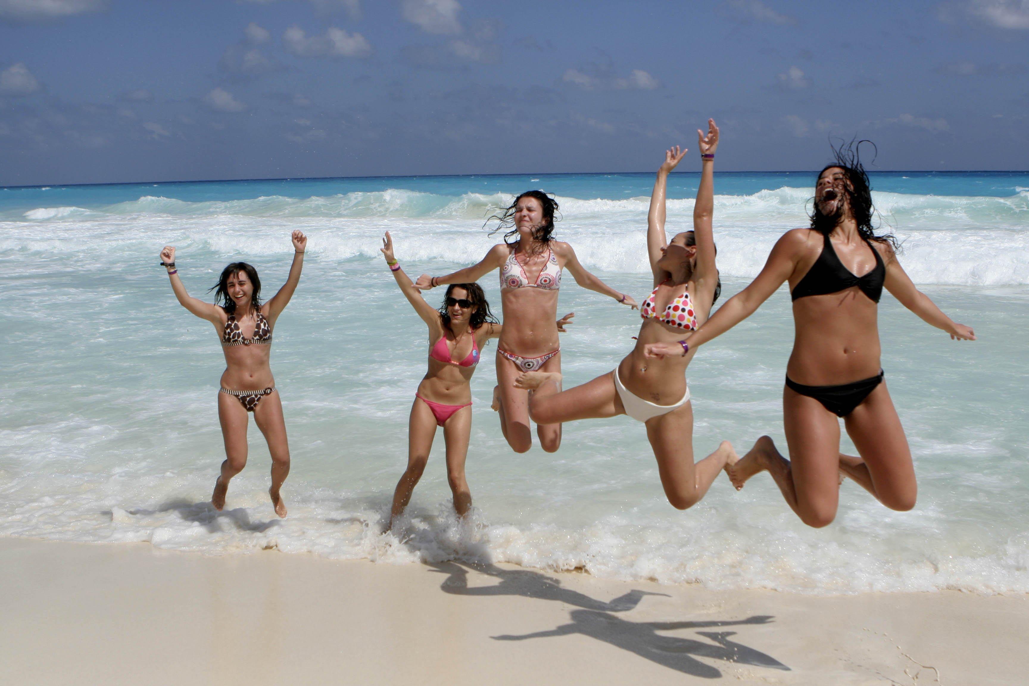Пьяные голые девочки на пляже, Подборка: Приколы с пьяными девушками - видео 15 фотография