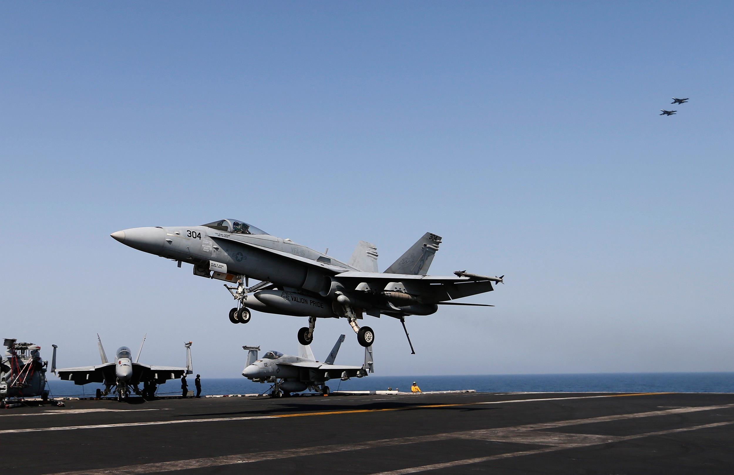 Dois F/A-18 Hornets do USS Carl Vinson (CVN-70) colidiram e cairam no oeste do Pacífico entre o Havaí e Guam