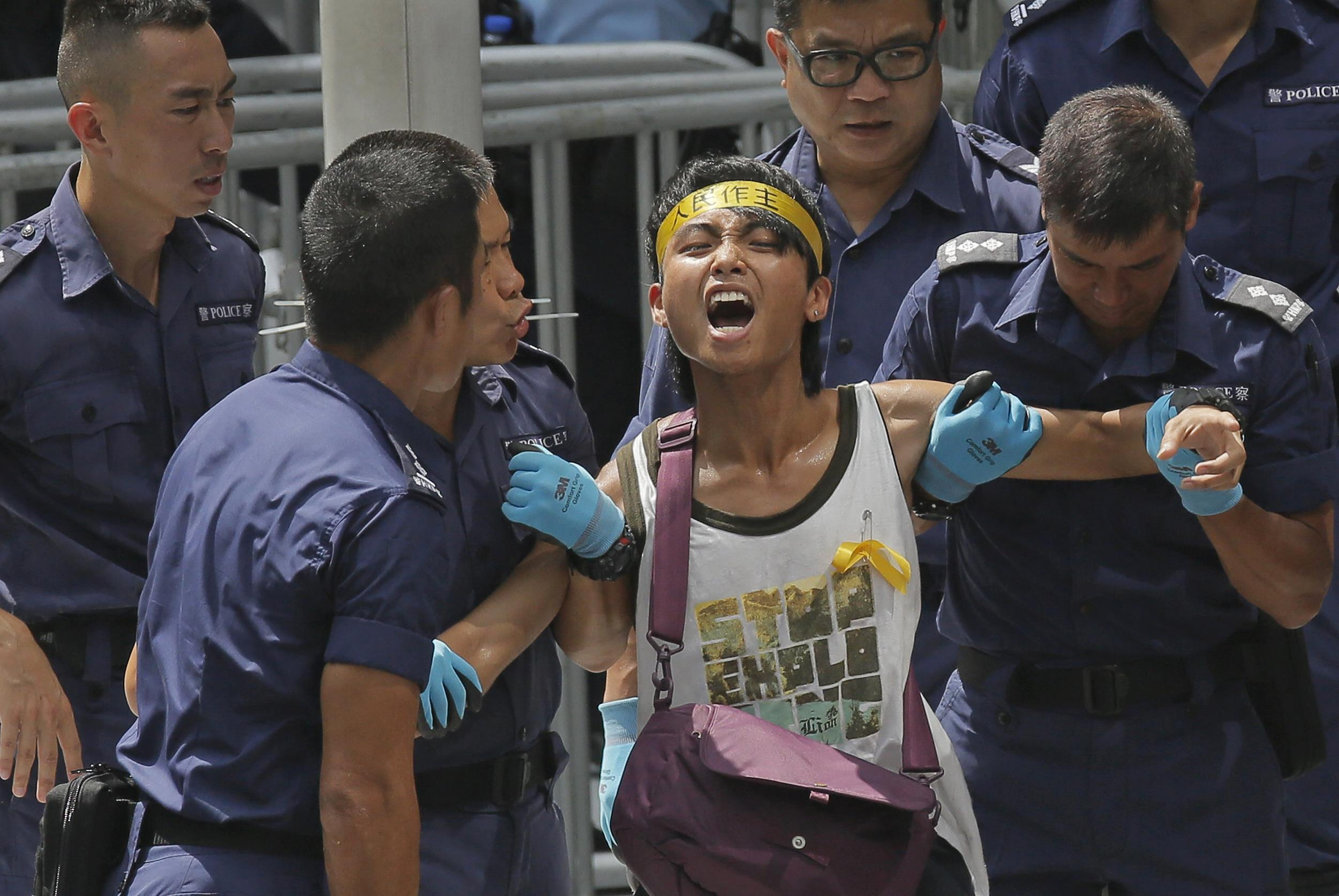 riot police arrest dozens of student protesters in hong