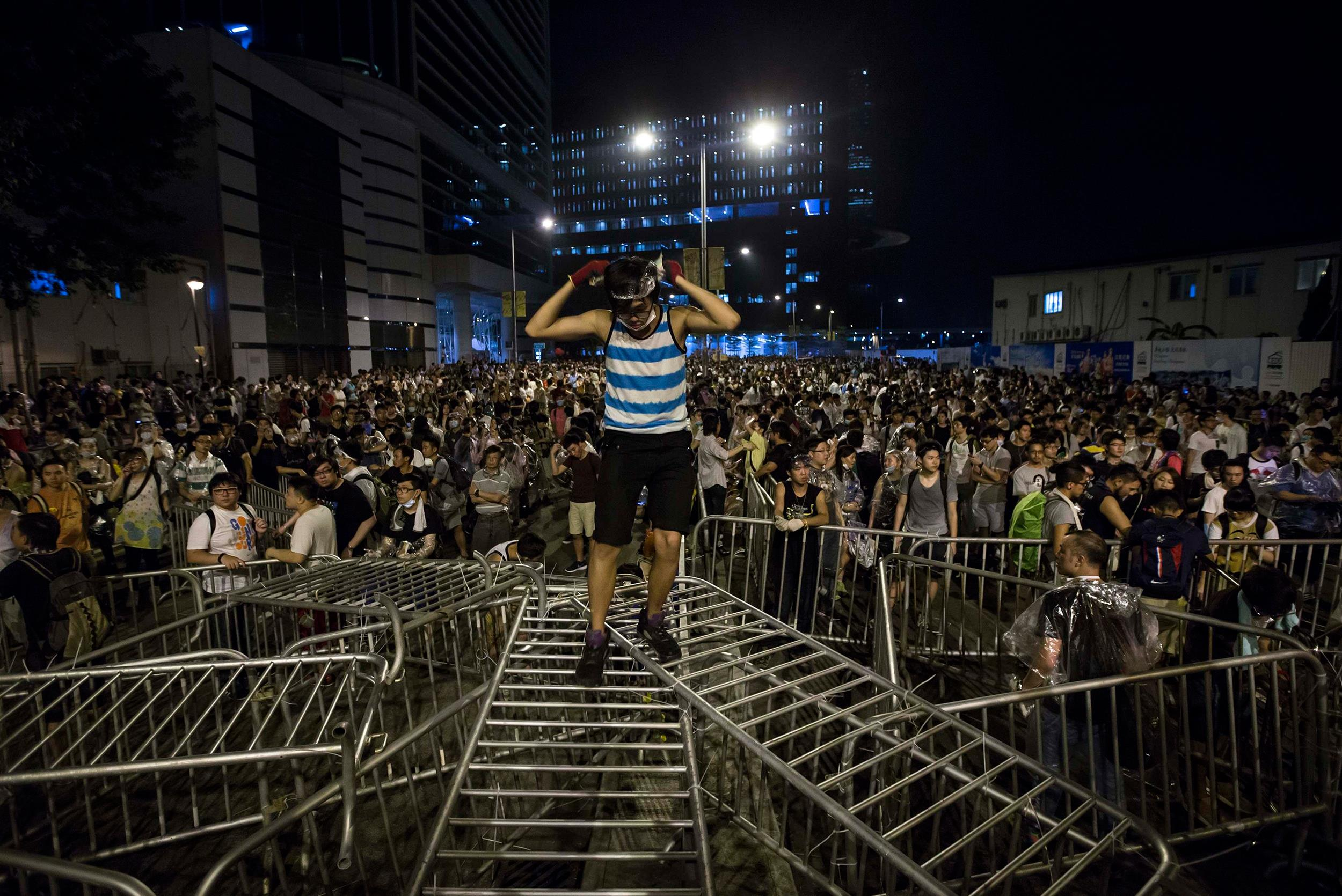 http://media3.s-nbcnews.com/i/newscms/2014_39/688721/140927-hong-kong-protests-jms-1811_f7bd2590644845cf636780ccdcb7e02a.jpg