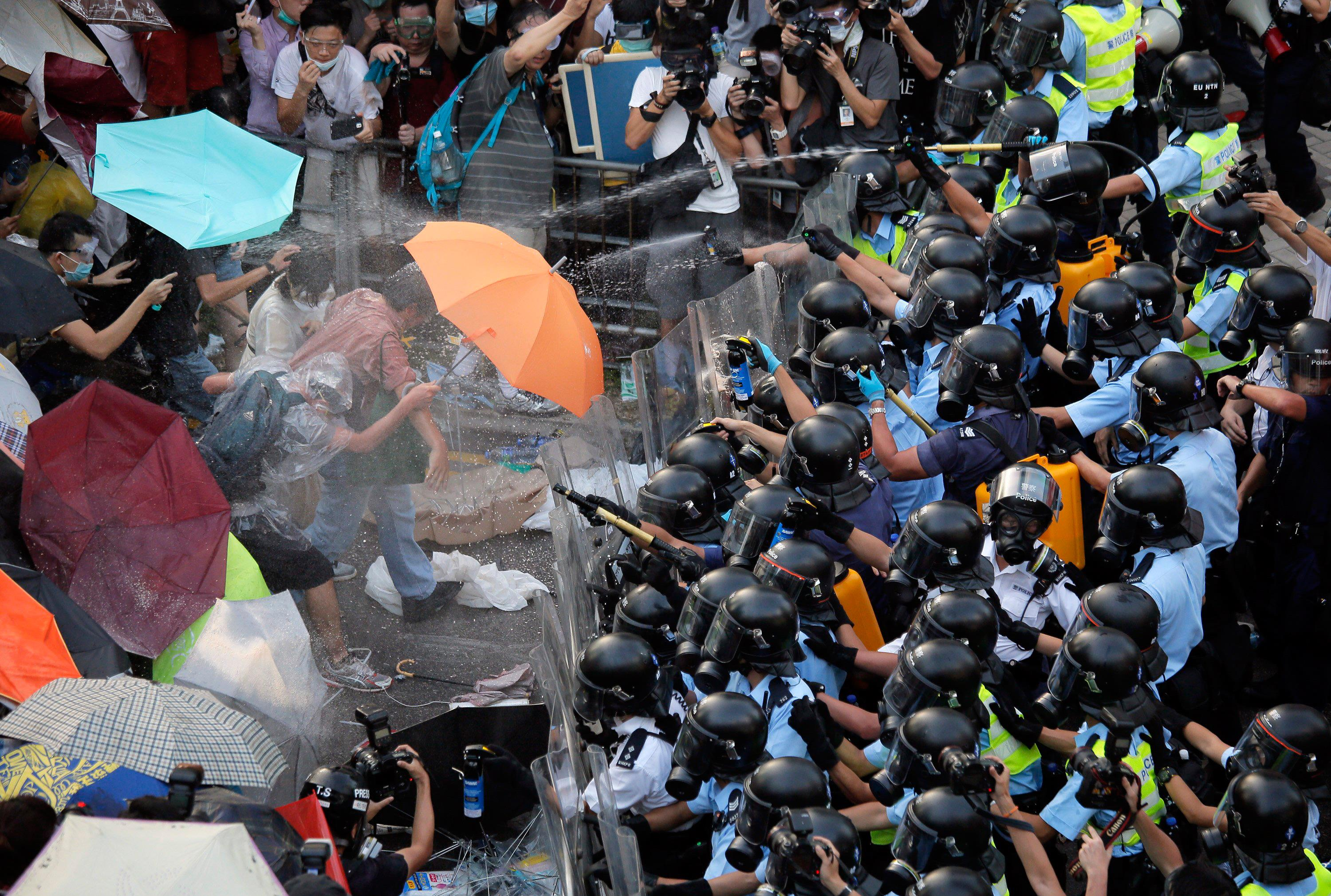 140928-hong-kong-pepper-spray-jms-2241_f065f0388936f0abae30d3aa244309da.jpg