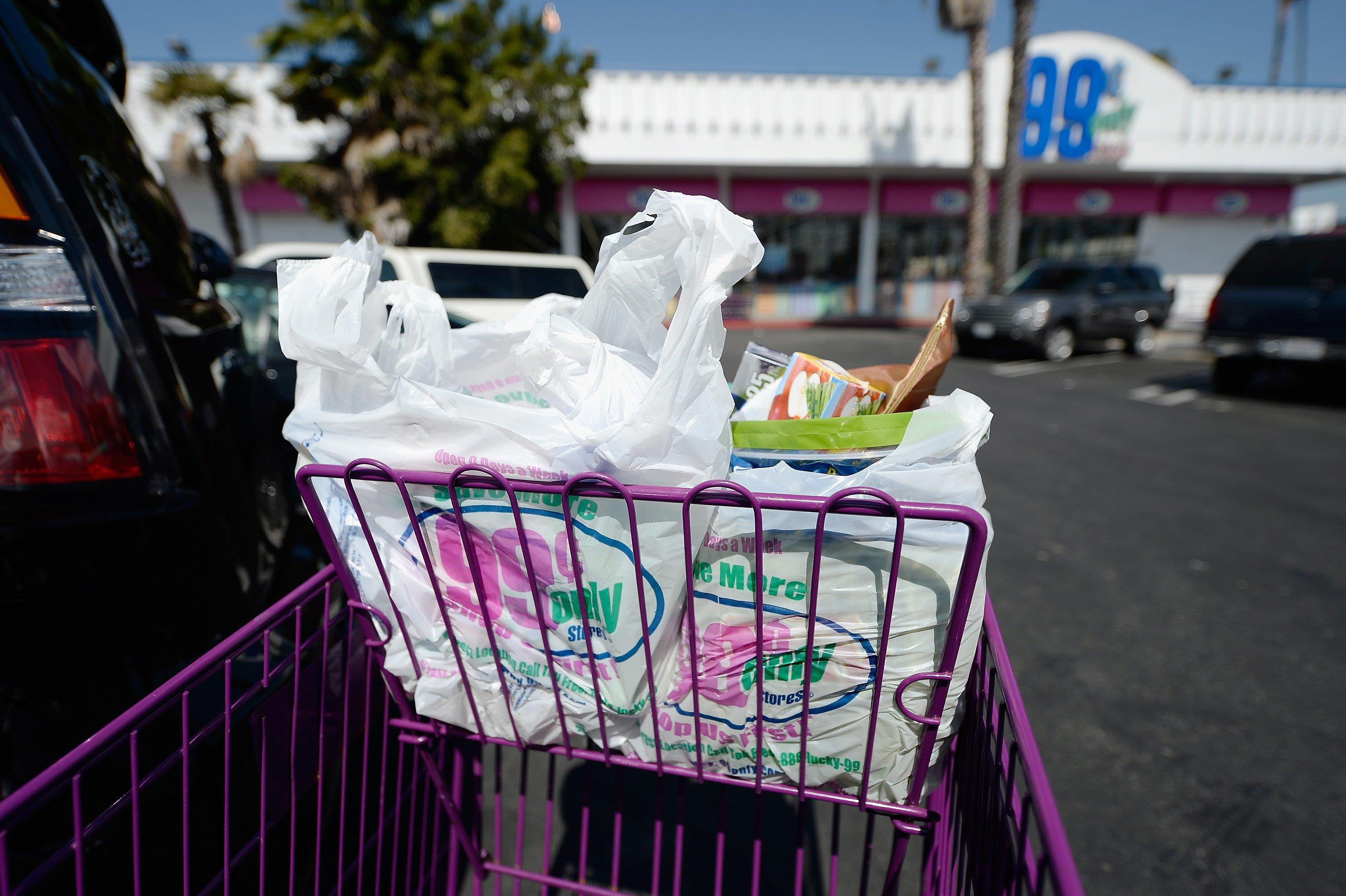 california governor signs law to ban plastic bags nbc news. Black Bedroom Furniture Sets. Home Design Ideas