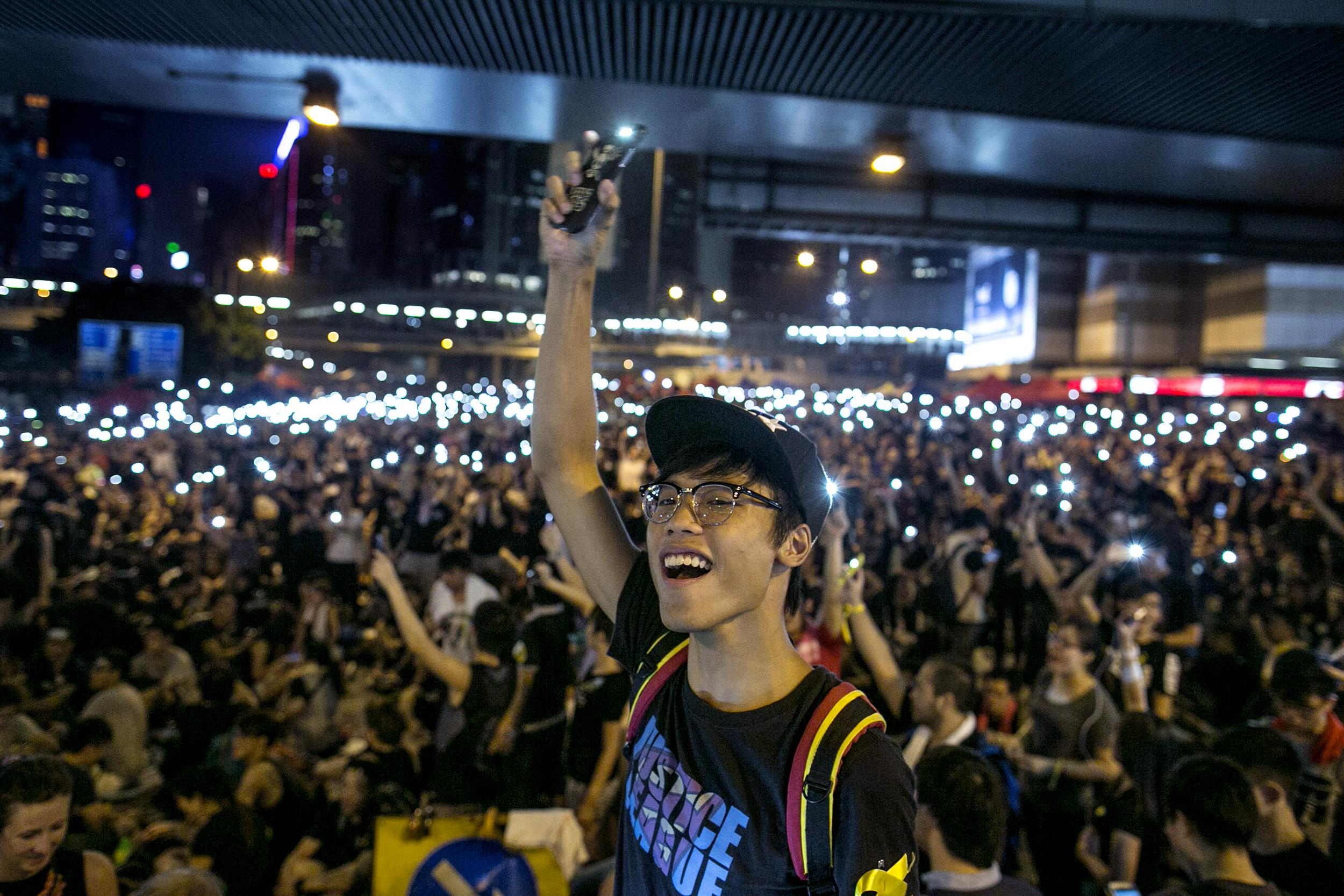 Hong kong protesters vow to fight 39 forever 39 as officials for Smartphone da hong kong