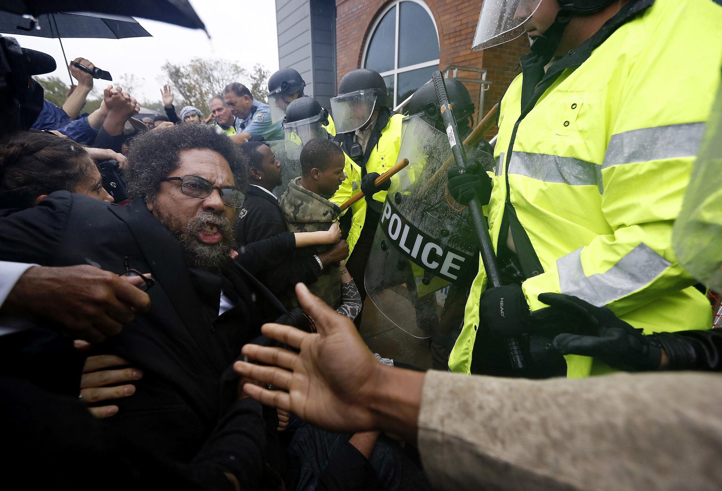 Cornel West sendo preso