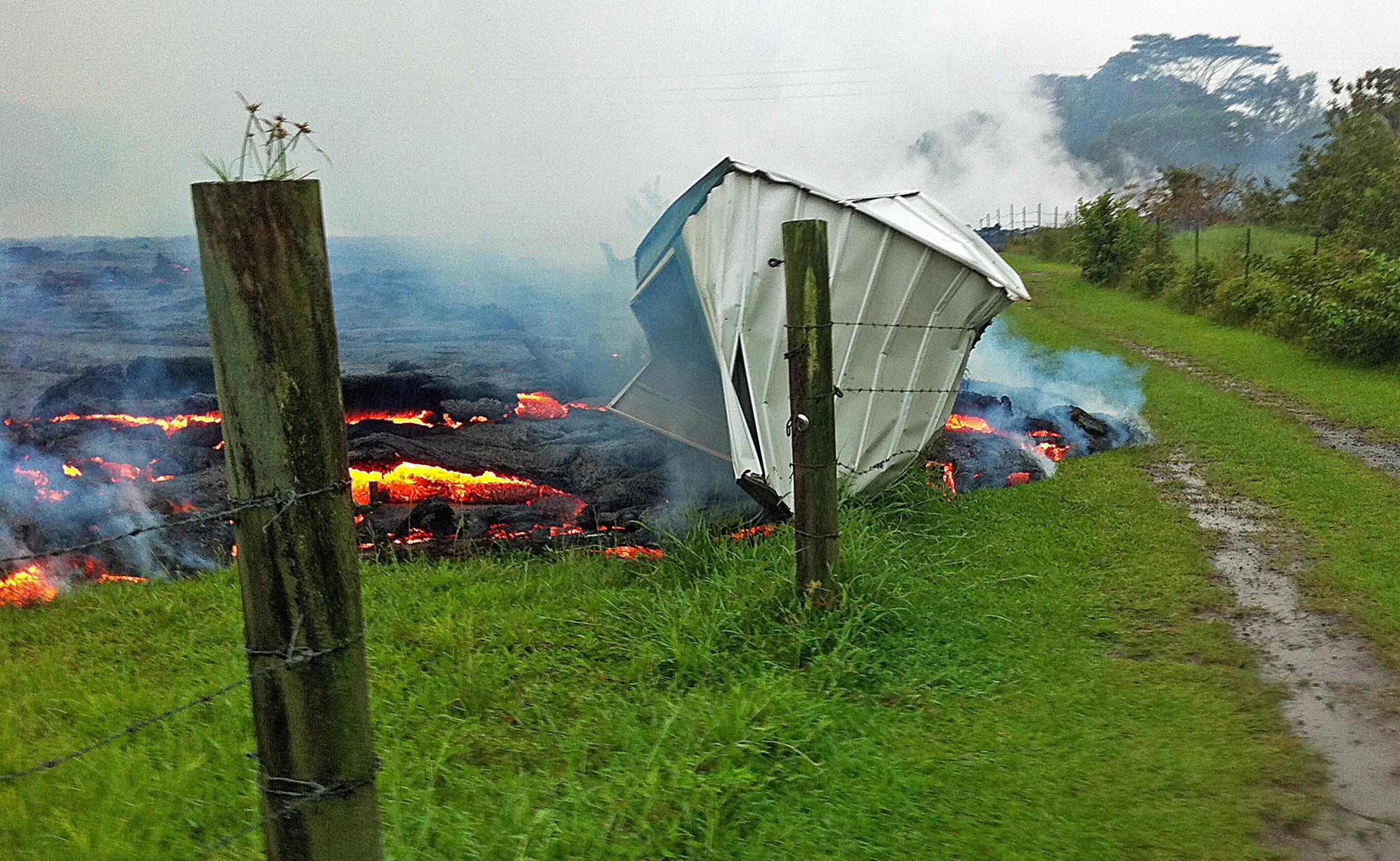 Penduduk Hawaii diterjang aliran lava !