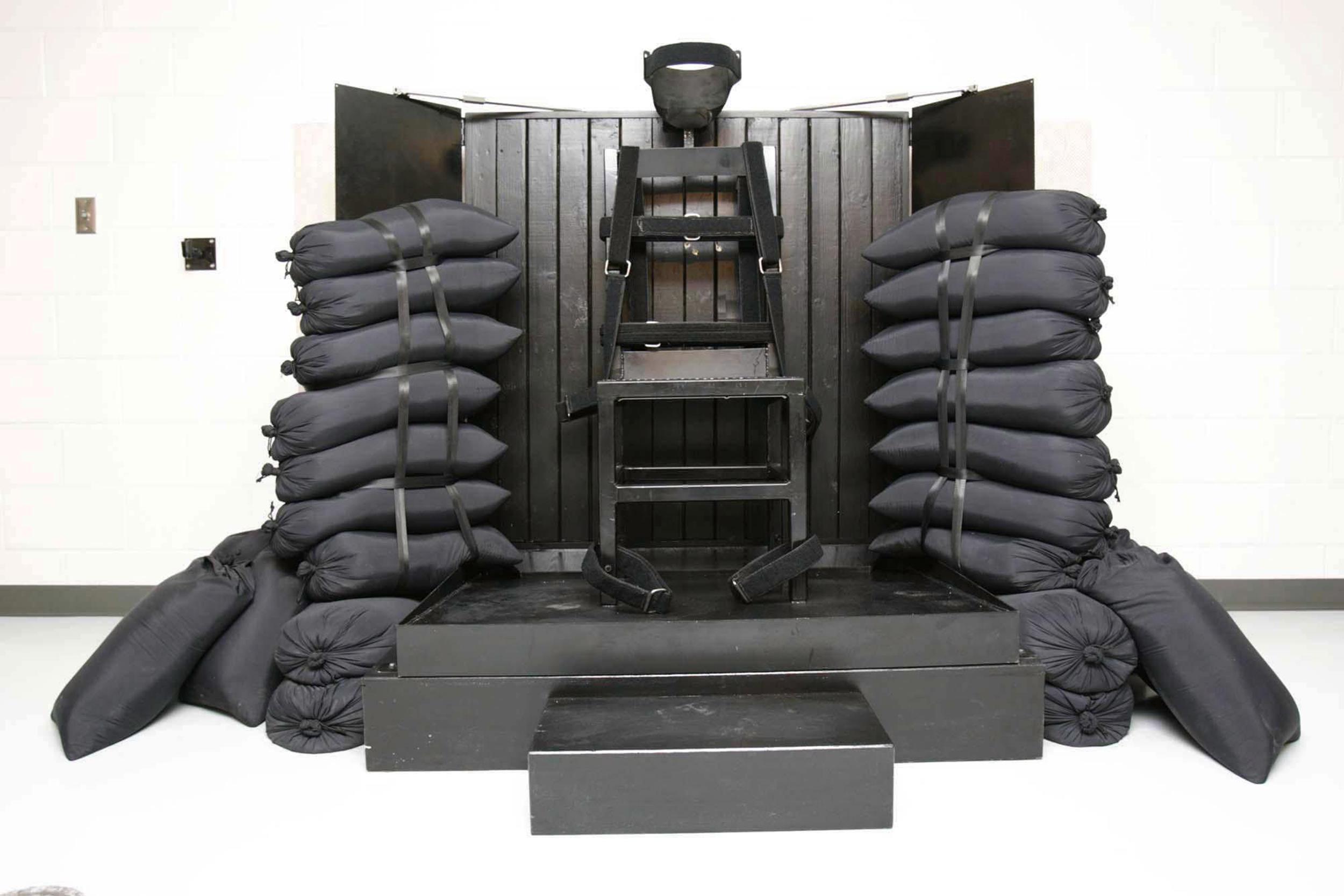 Electric chair chamber - Electric Chair Chamber 63