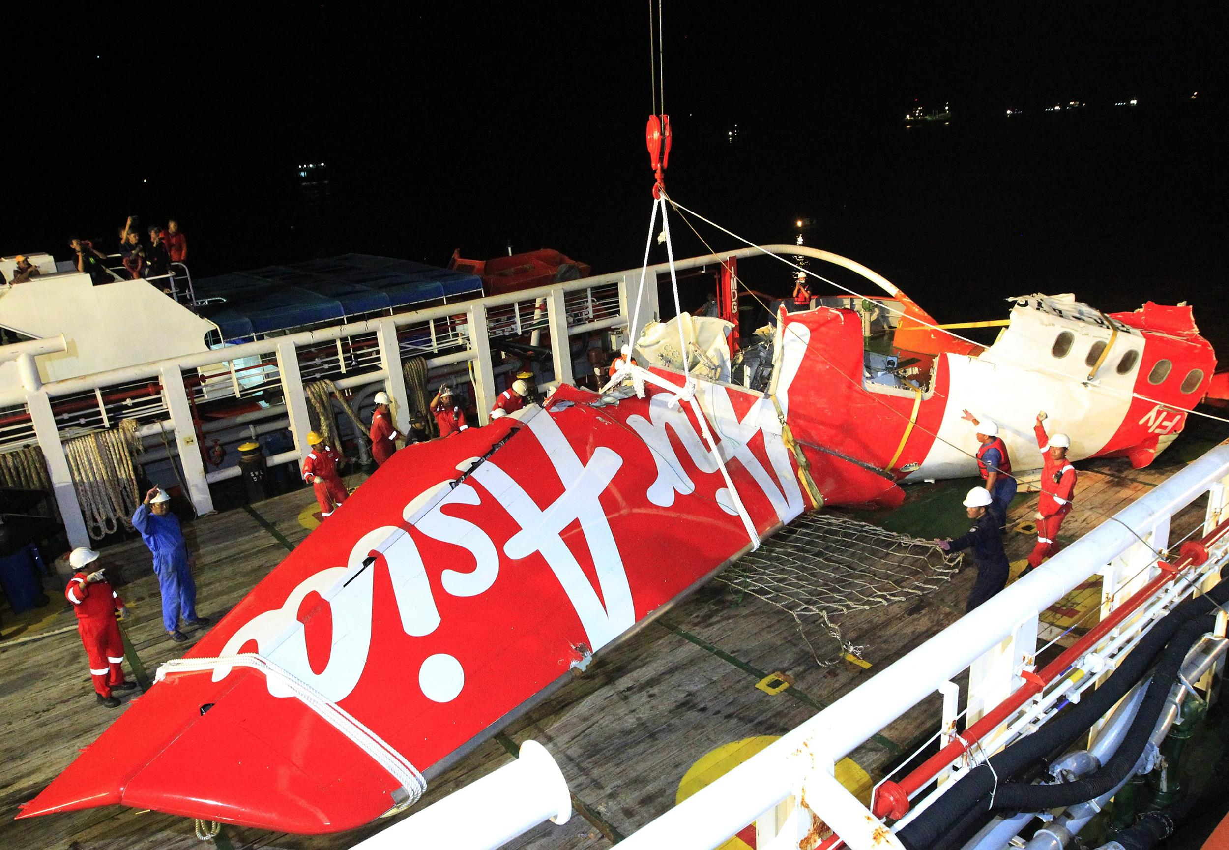 Airasia ceo fernandes says 39 led to believe 39 black boxes for Airasia japanese cuisine