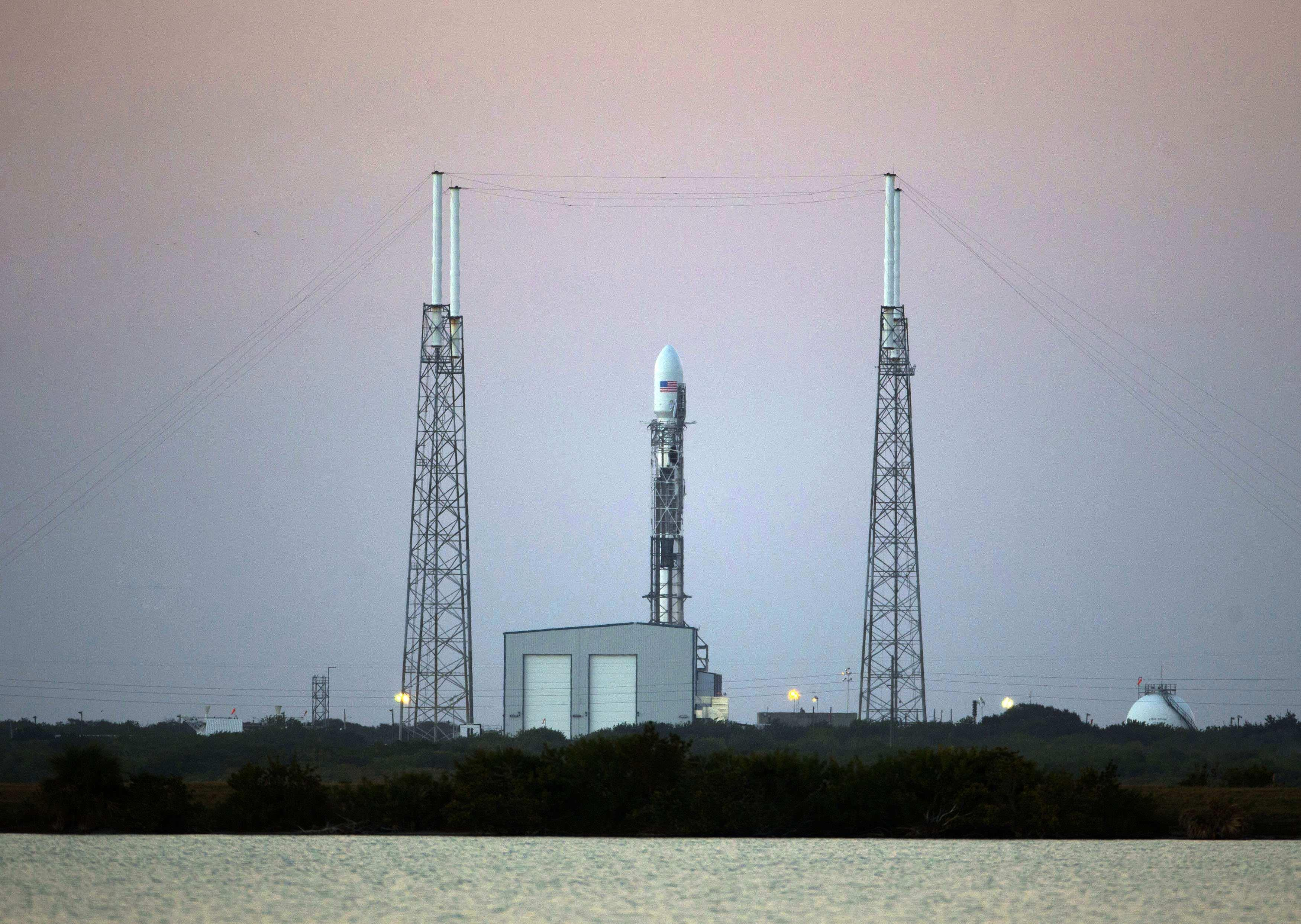 SpaceX готовит революцию в космонавтике. Управляемый спуск ступени Falcon намечен на 17 января
