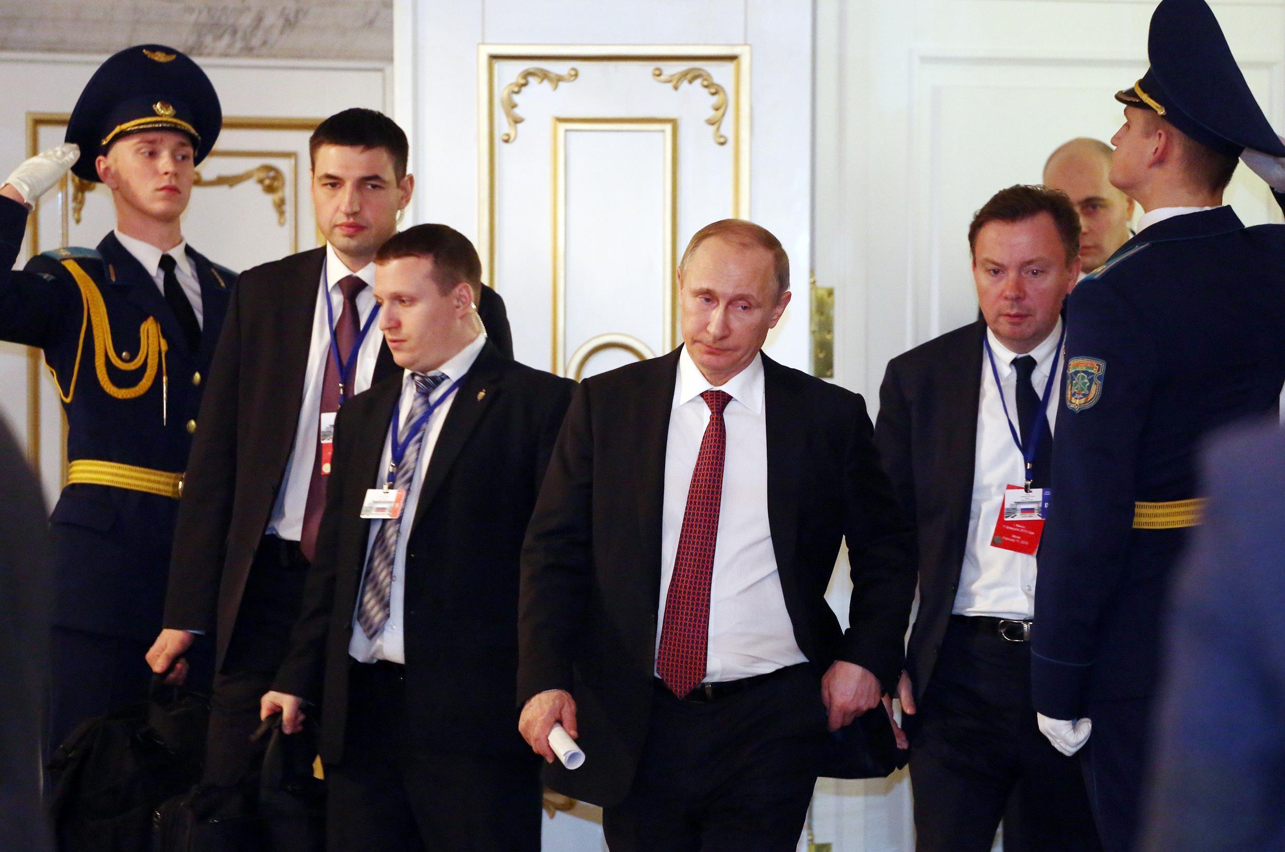 http://media3.s-nbcnews.com/i/newscms/2015_07/887031/150212-putin-minsk-peace-talks-252a_70f4a039691bbd2dfca99383b9151bc4.jpg