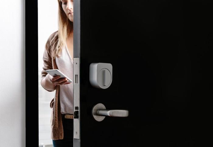 Open Sesame: Gadget Turns Lock Into Smart Lock in Seconds