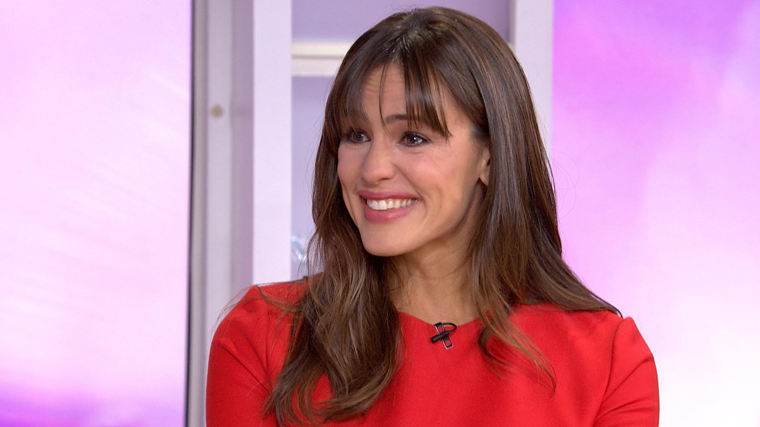Jennifer garner cries when discussing mom sisters and more on today