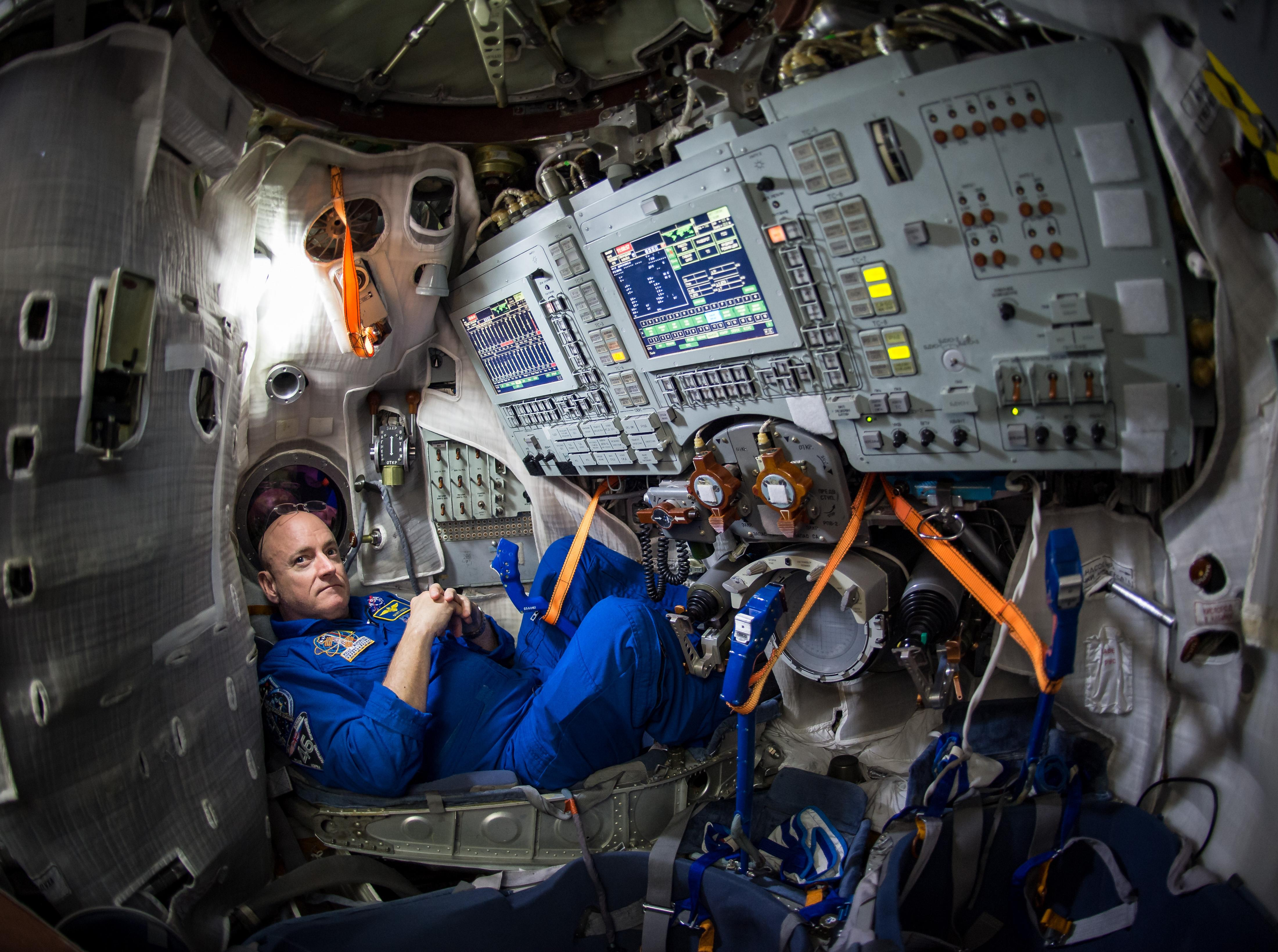 NASA Astronaut Scott Kelly's Year on Space Station Blazes ...