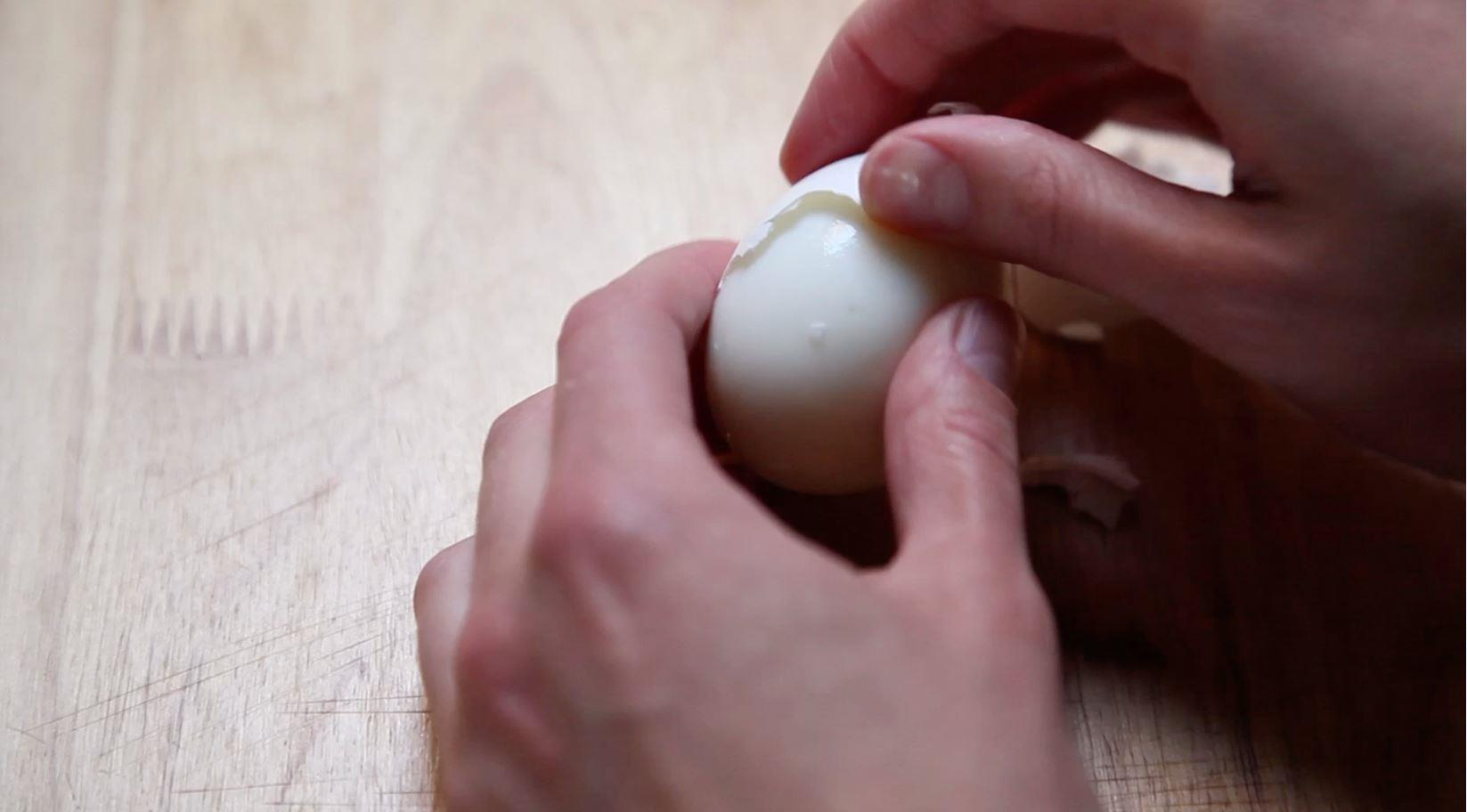 How to peel hard boiled eggs - TODAY.com