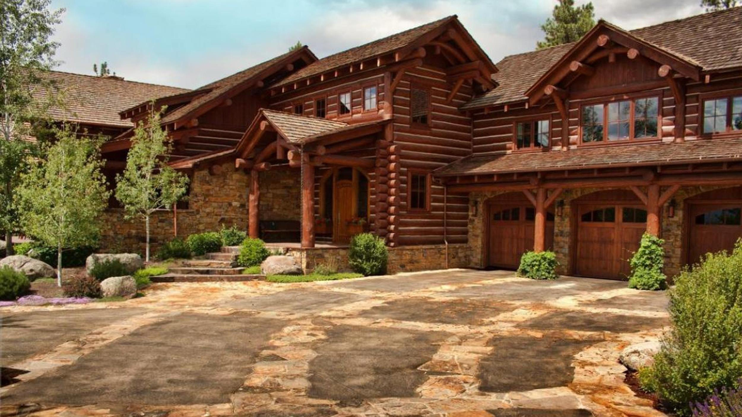 See the montana mansion built lincoln log style for Log style homes