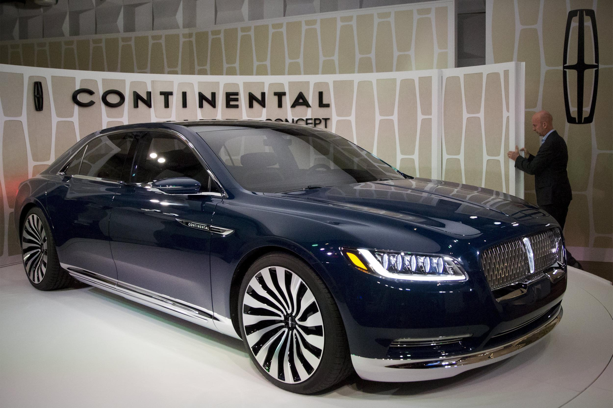 they 39 re back cadillac and lincoln unveil new luxury sedans nbc news. Black Bedroom Furniture Sets. Home Design Ideas