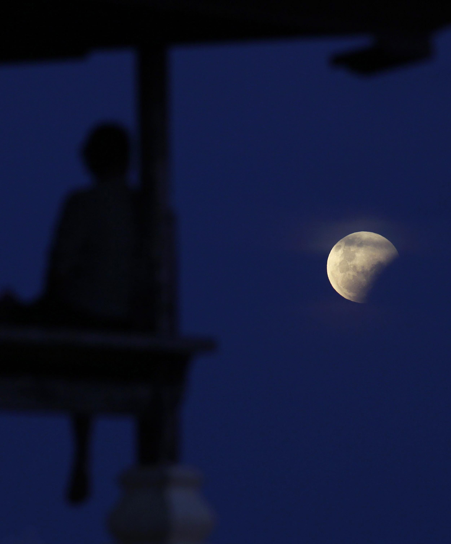 Image: Total Lunar Eclipse in Bali, Indonesia