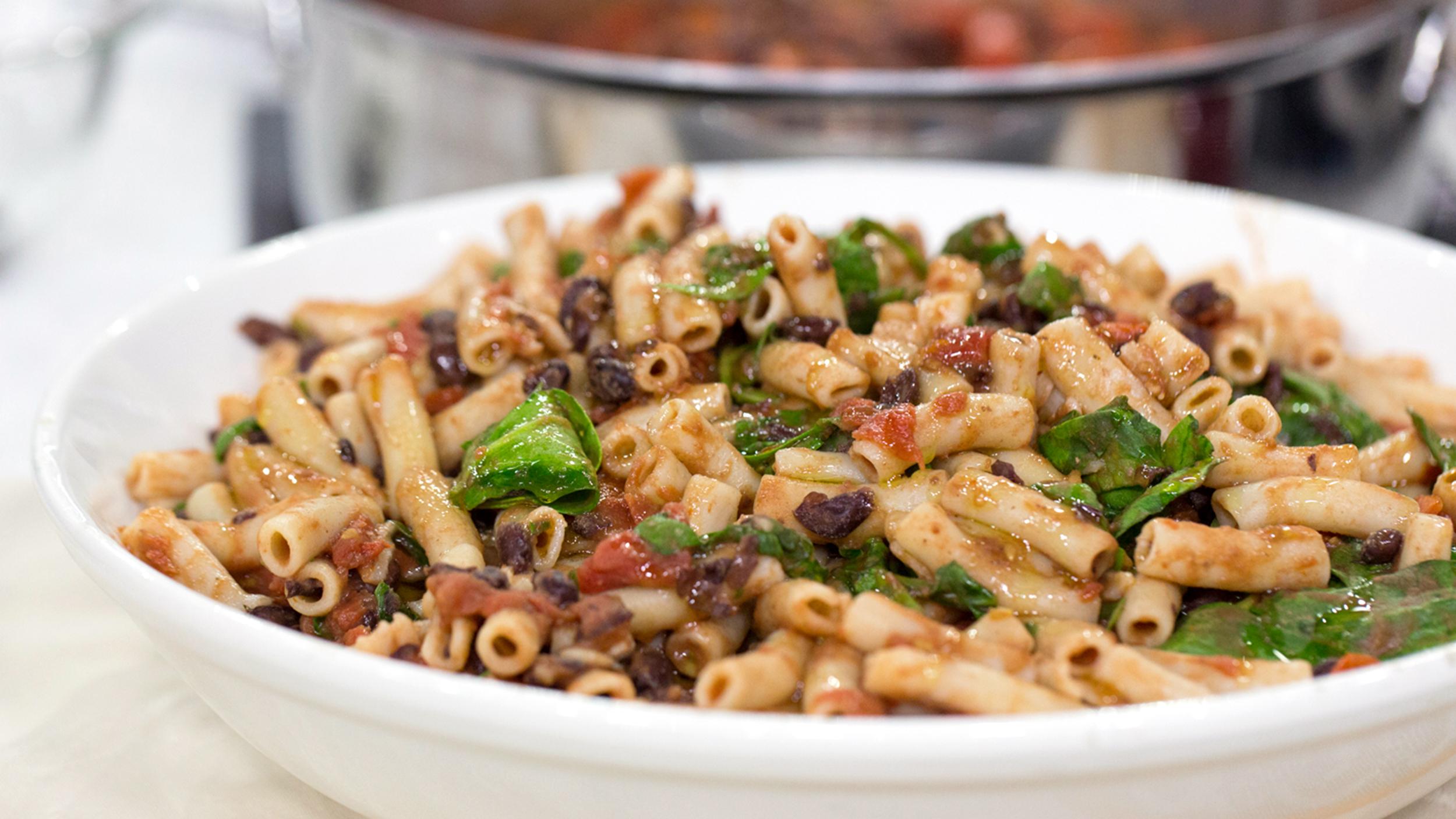 Ella woodward shares one pot recipes tomato pasta and bean chili ella woodward shares one pot recipes tomato pasta and bean chili today forumfinder Gallery