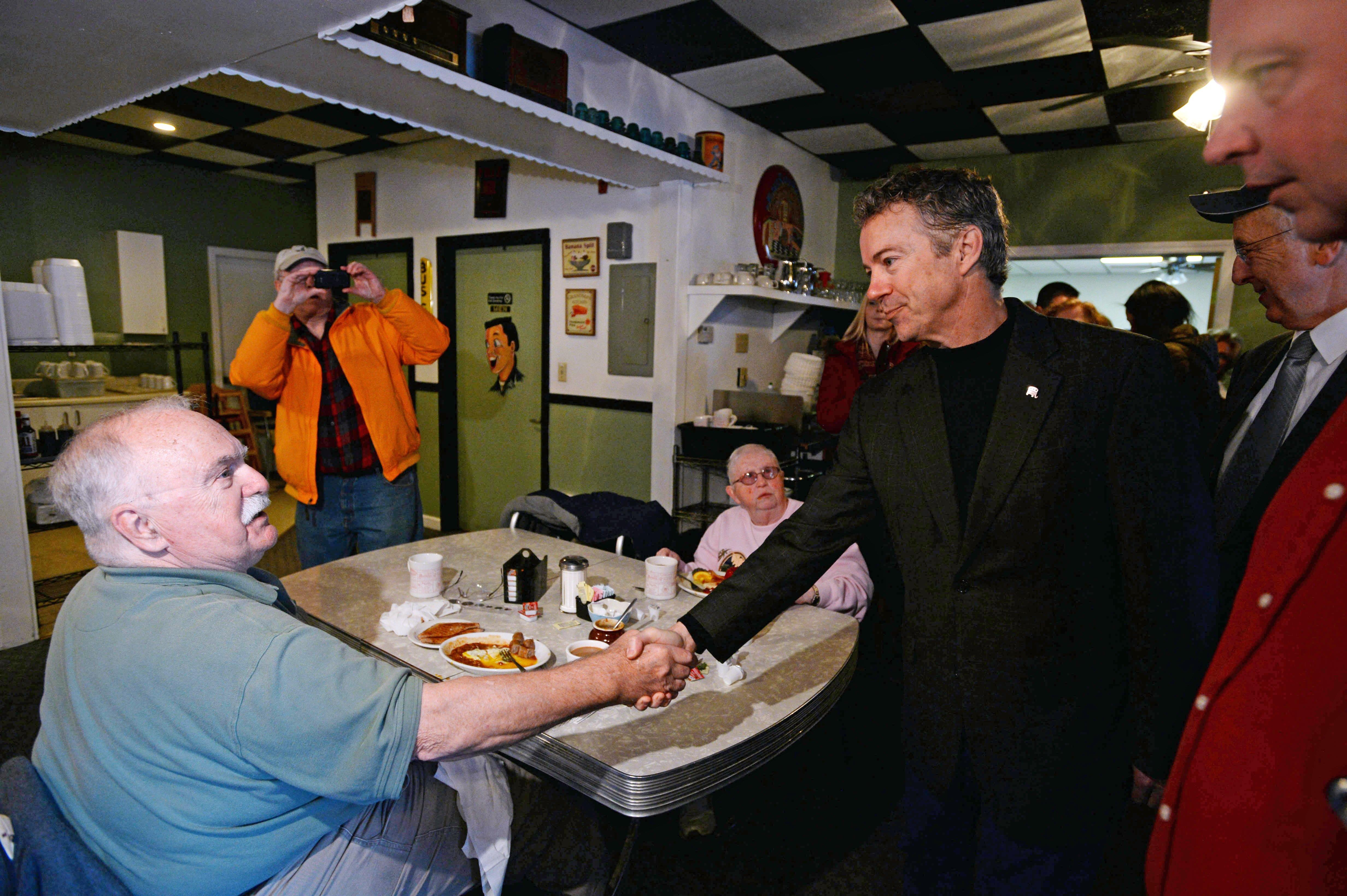 Image: Rand Paul Meets Potential Voters In Crucial Primary State Of New Hampshire