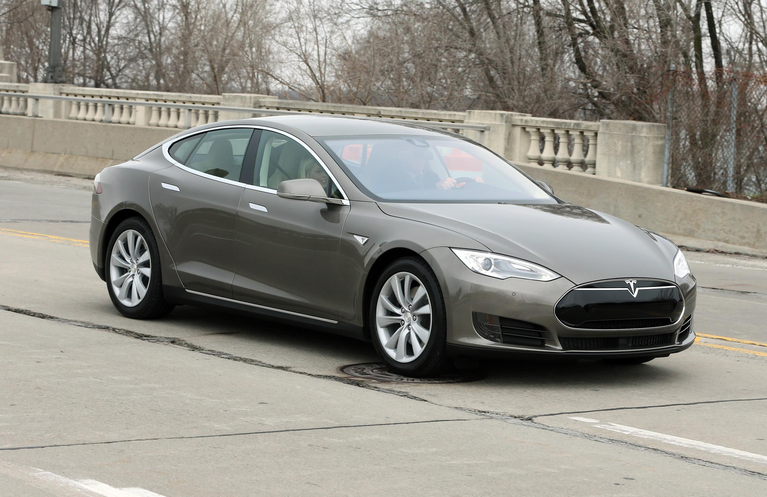 Here Is Tesla S New Model S 70 D Starting At 75 000