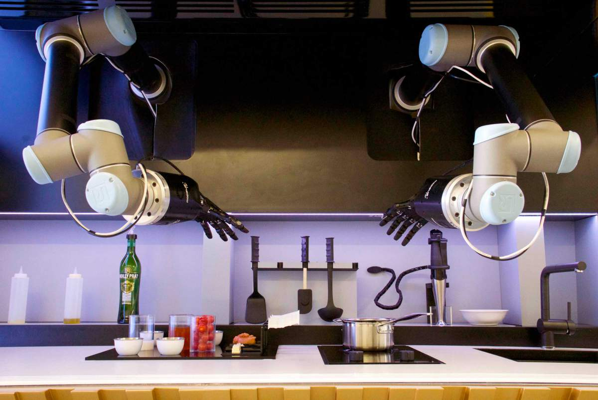 Robot Chef Could Be Serving You Dinner in 2017