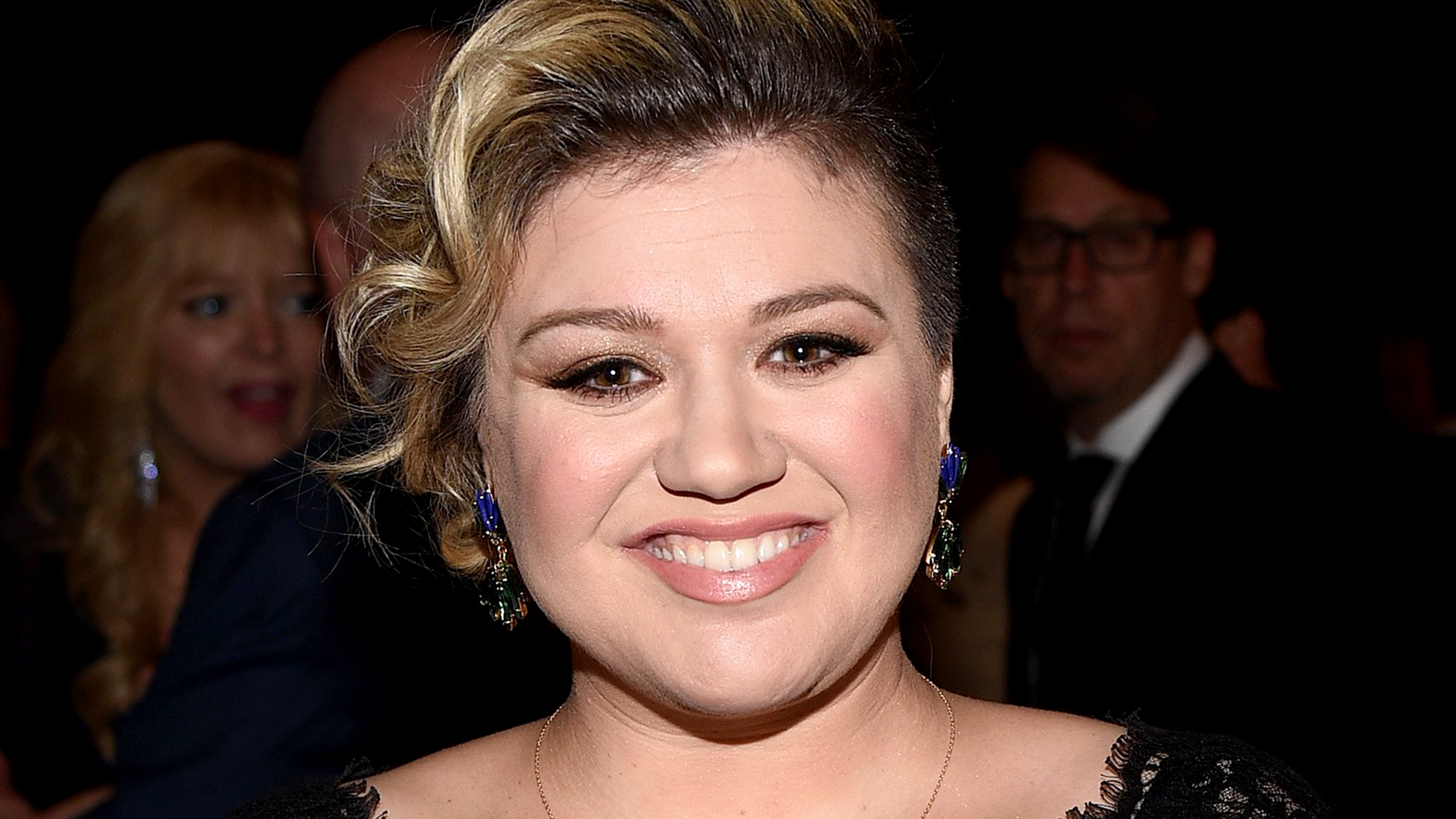 Kelly Clarkson shares family\'s amazing \'Game of Thrones\' Christmas card
