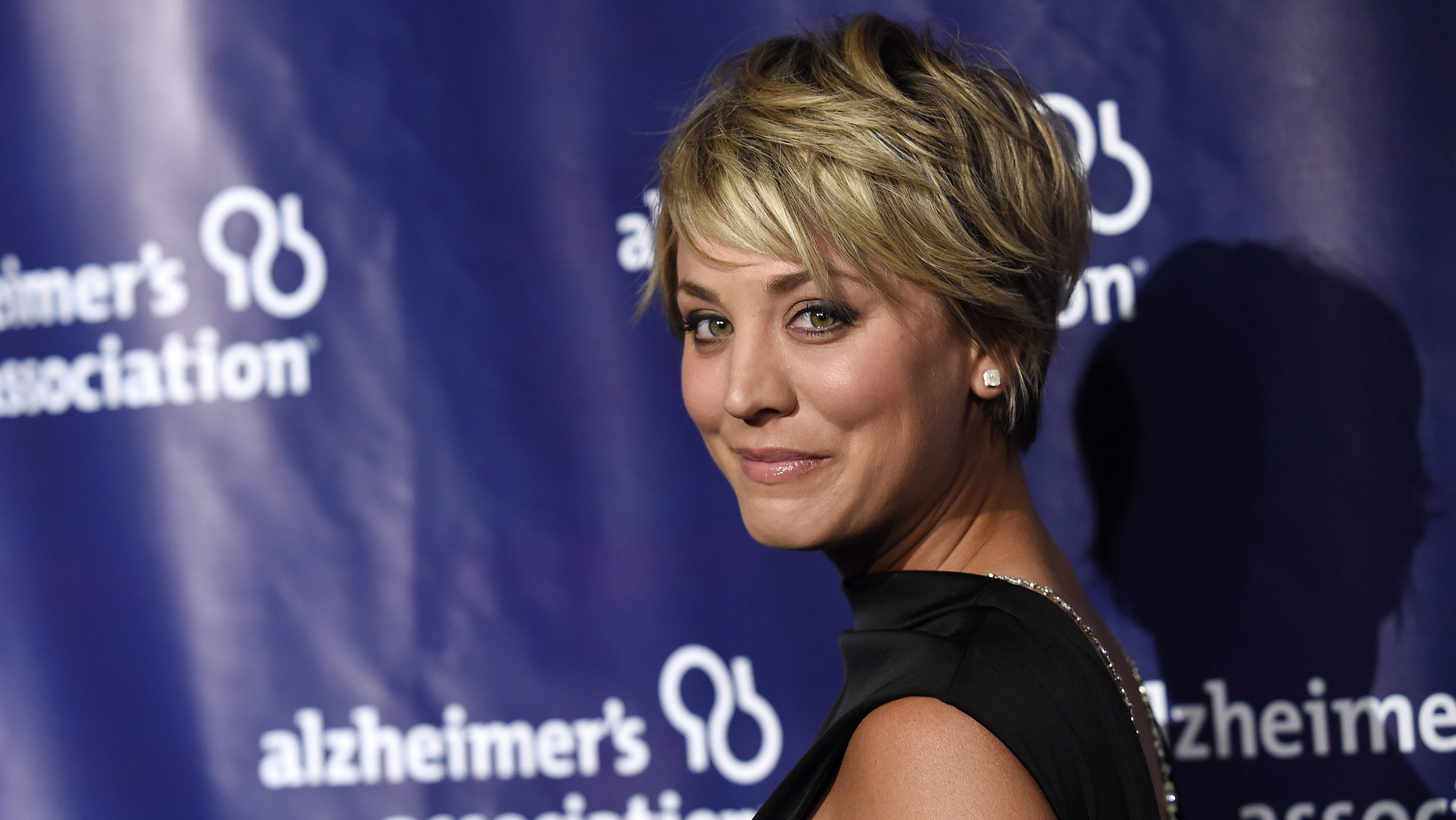 Kaley Cuoco Big Bang Stars Make Sweet Videos For Teen With Cancer